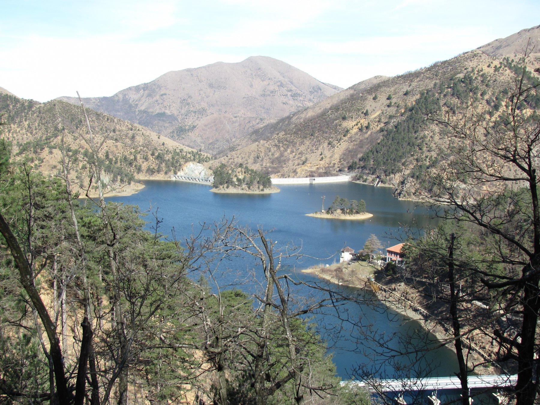 Il Lago Bruno con sfondo M. Tobbio