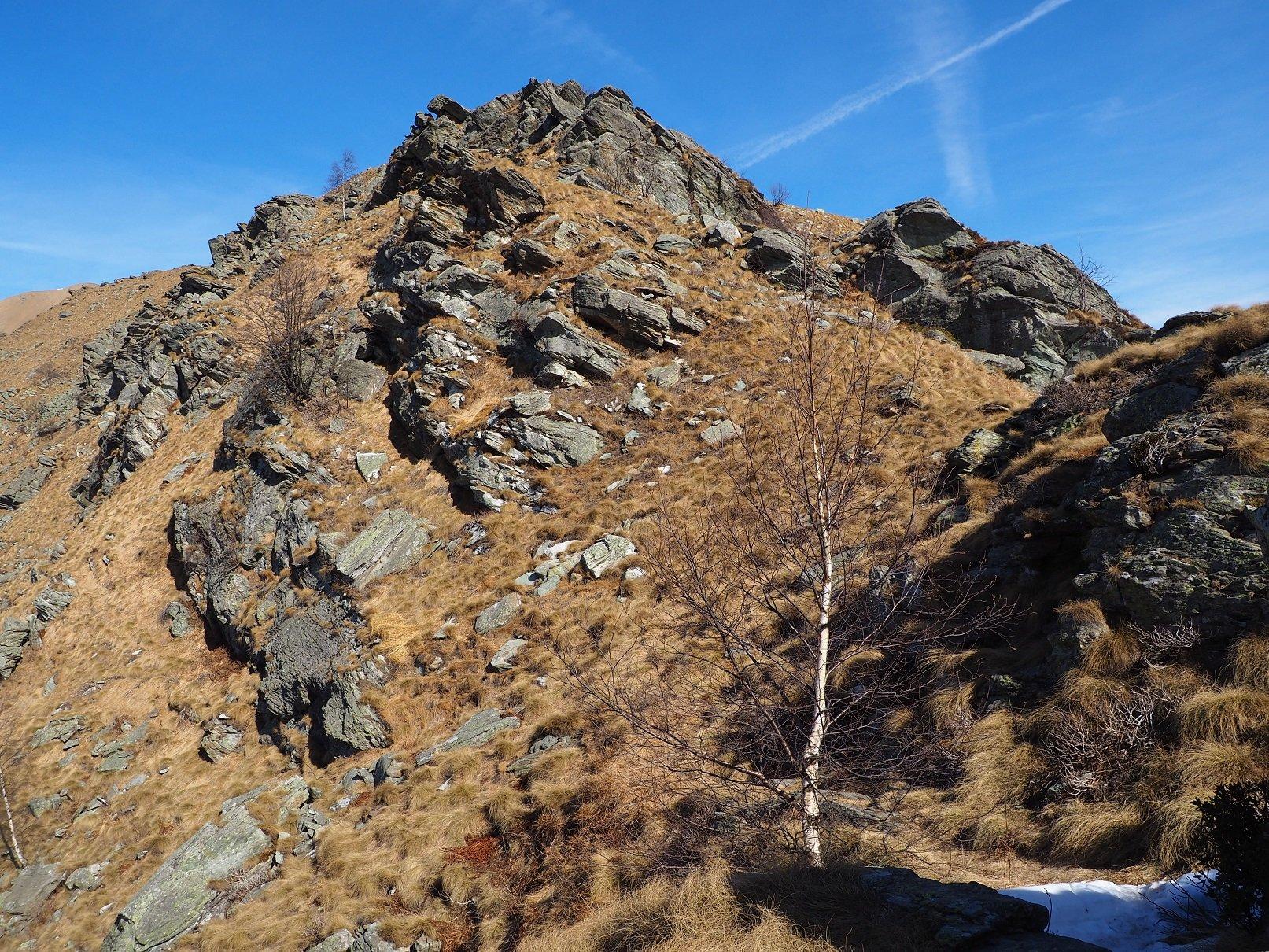 Salendo verso Rocca Turi e Rocca Frigerola.