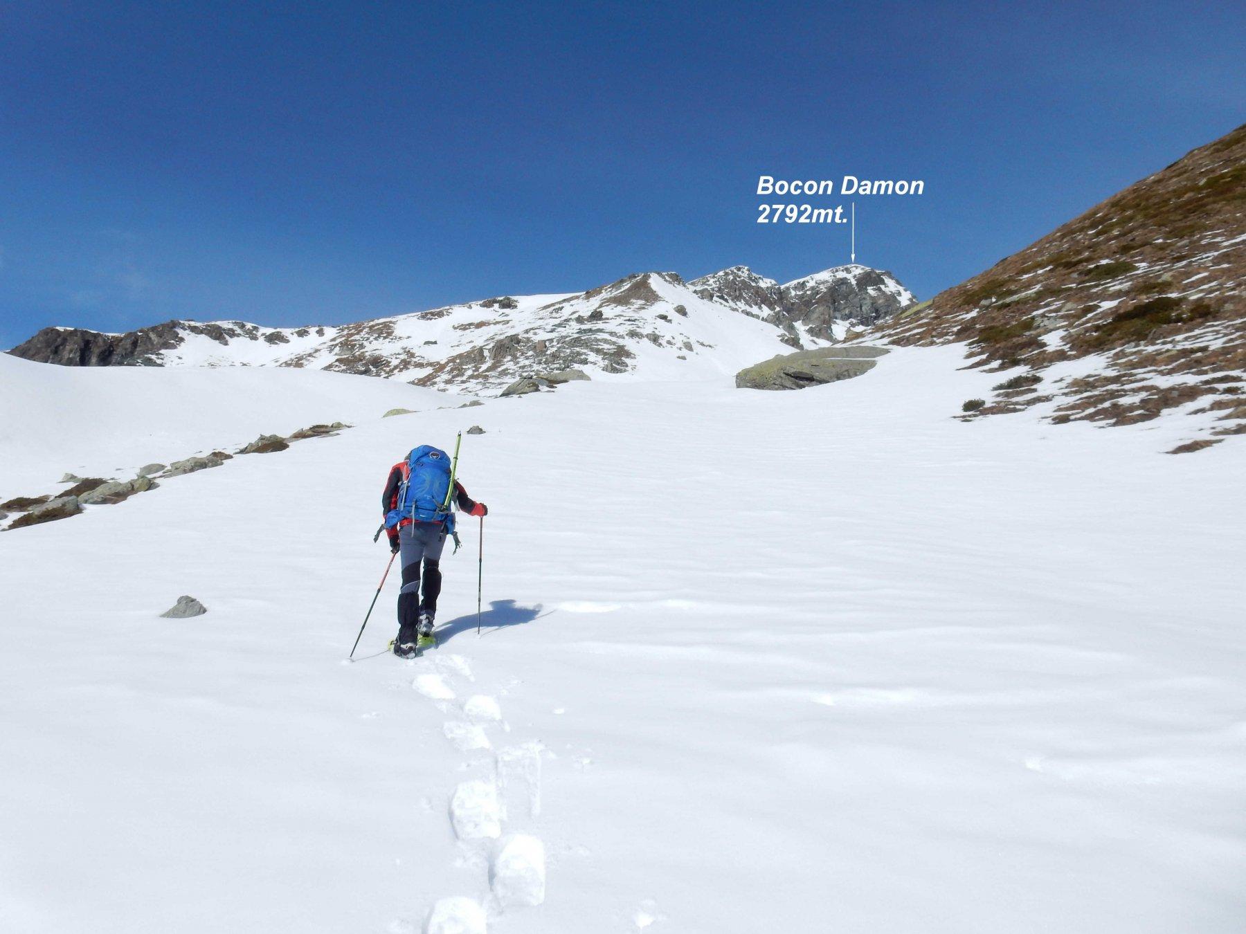 Dall'Alp raty Dessus 2277mt. non vedendo traccia saliamo subito nel vallone soprastante.