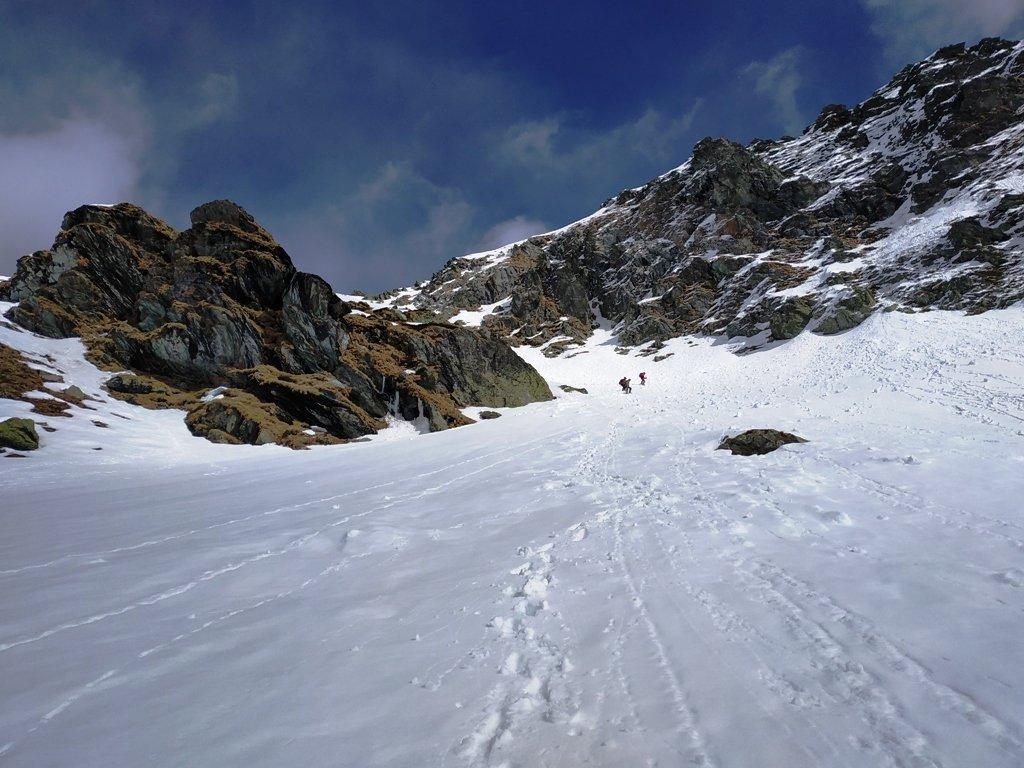 Discesa nel canalone e ghiaccio a ridosso della cima.