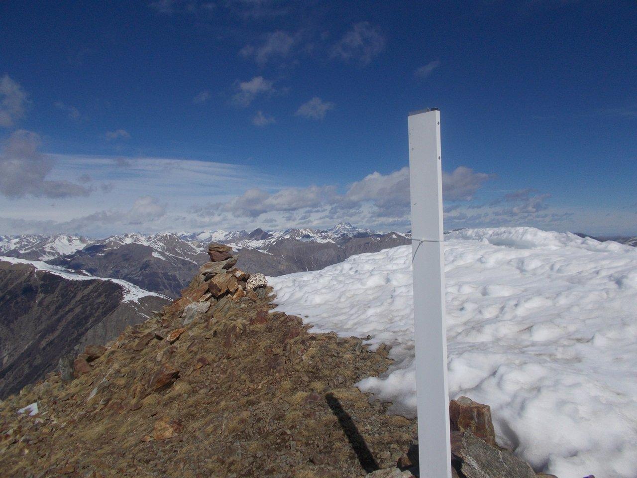 la cima del Monte Le Steliere  con ciò che resta della croce