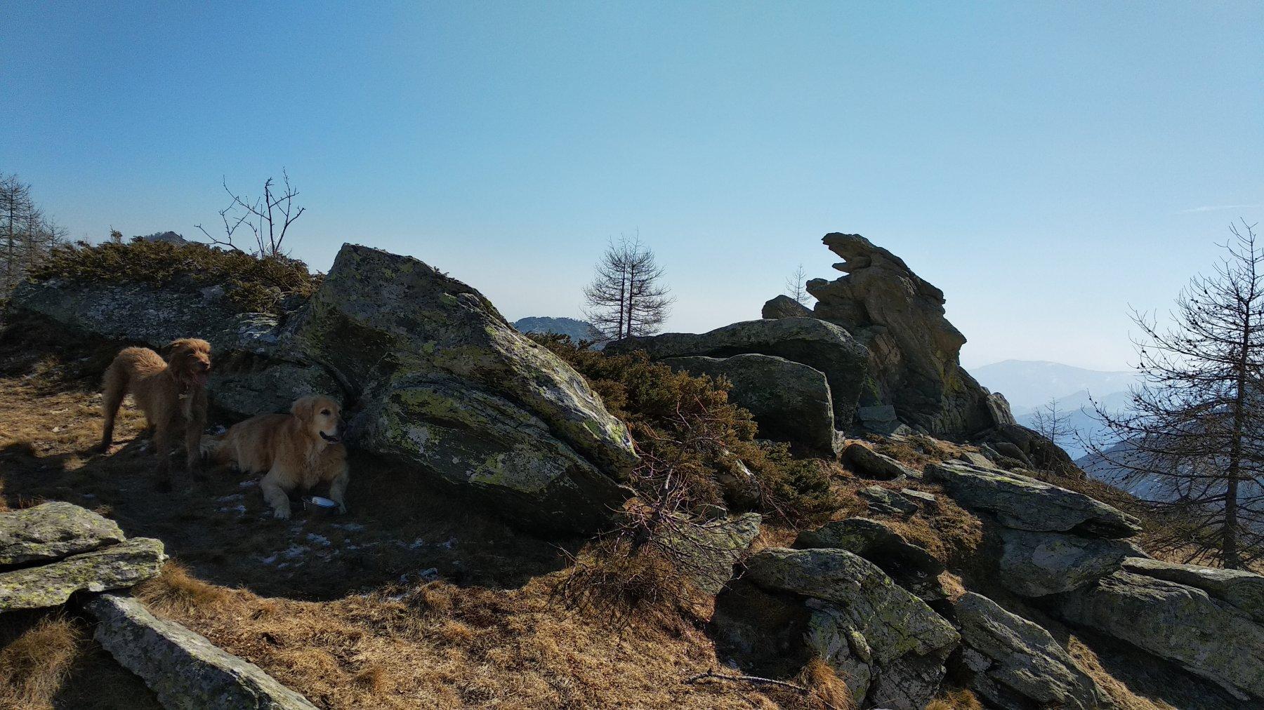 La caratteristica roccia al colle