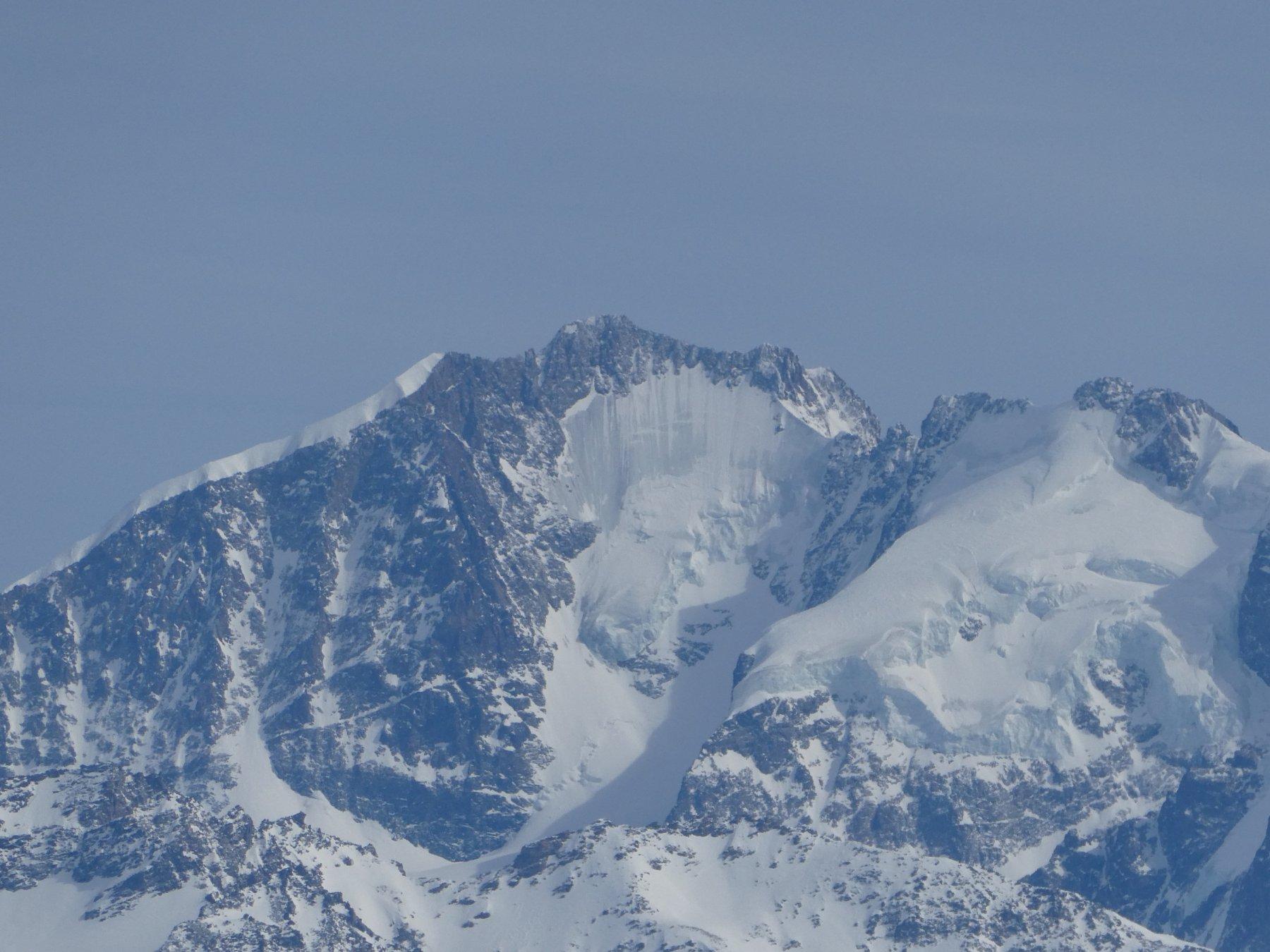 Piz Bernina magro di neve