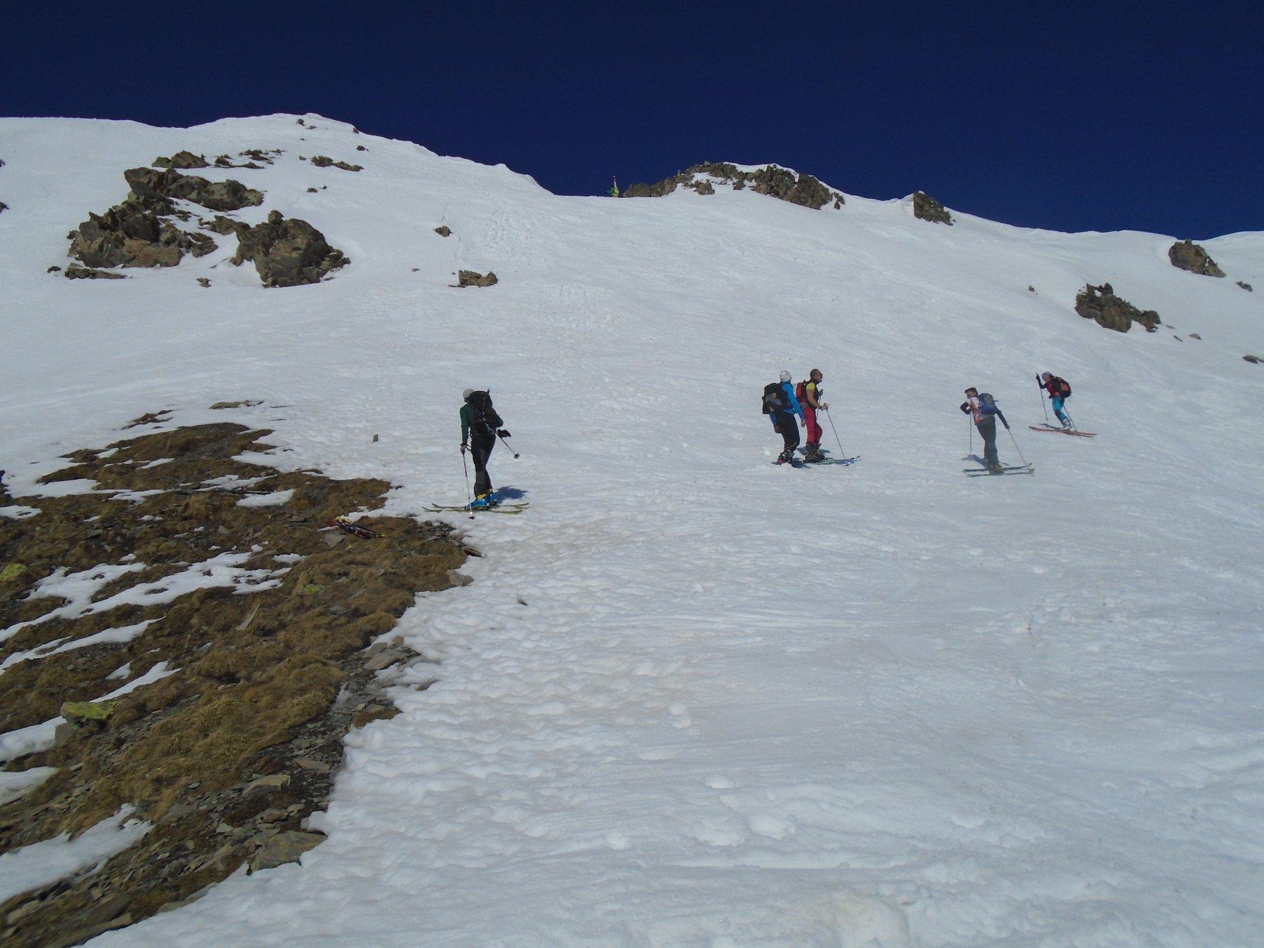 Discesa: muretto breve e molto ripido in neve dura per uscire su cresta finale