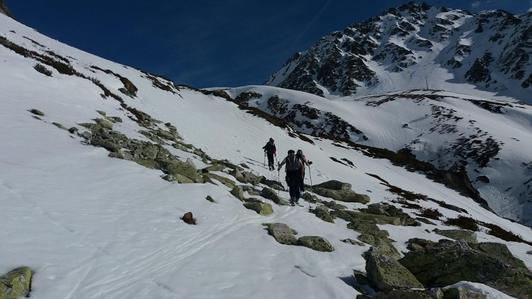 Qualche tratto con poca neve a quota 1.900