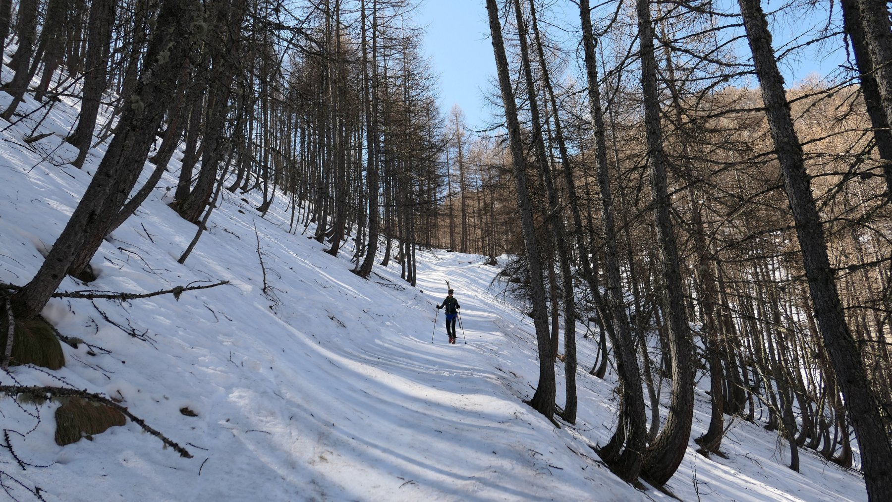 ramponi sul sentiero ghiacciato