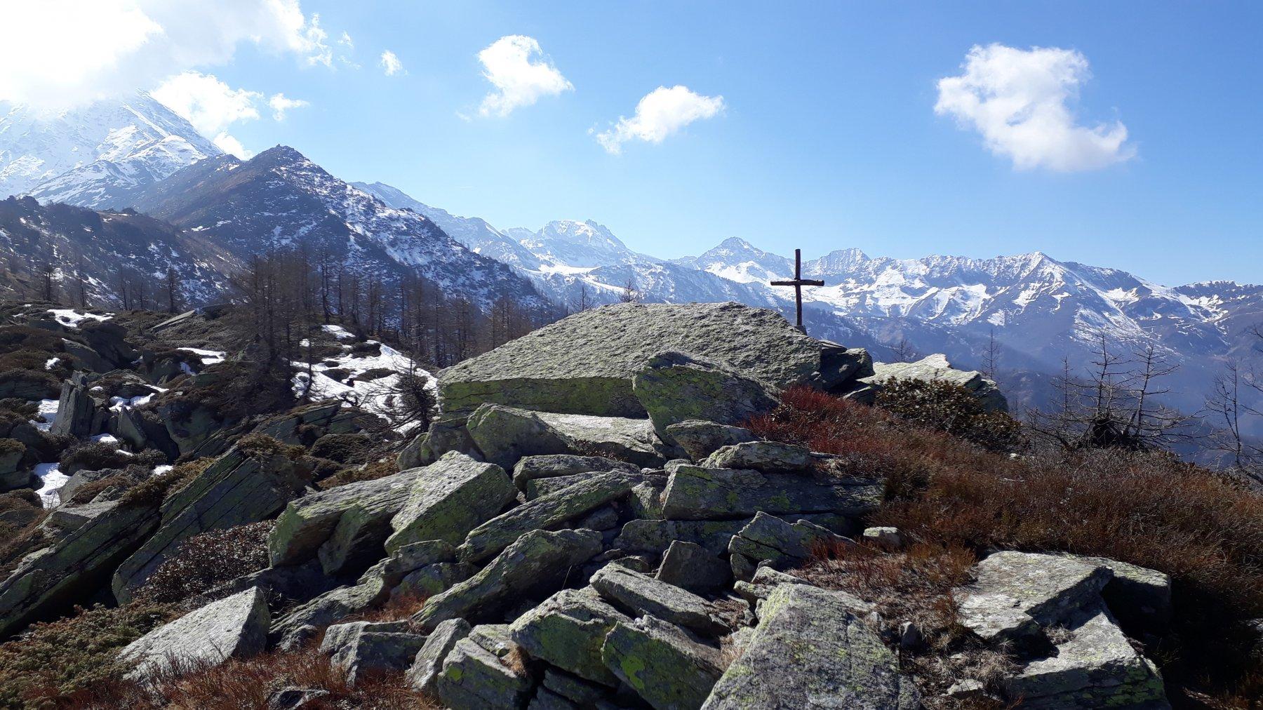 Bric Valanza (Mte Cavallo e Bric Macarì più oltre)