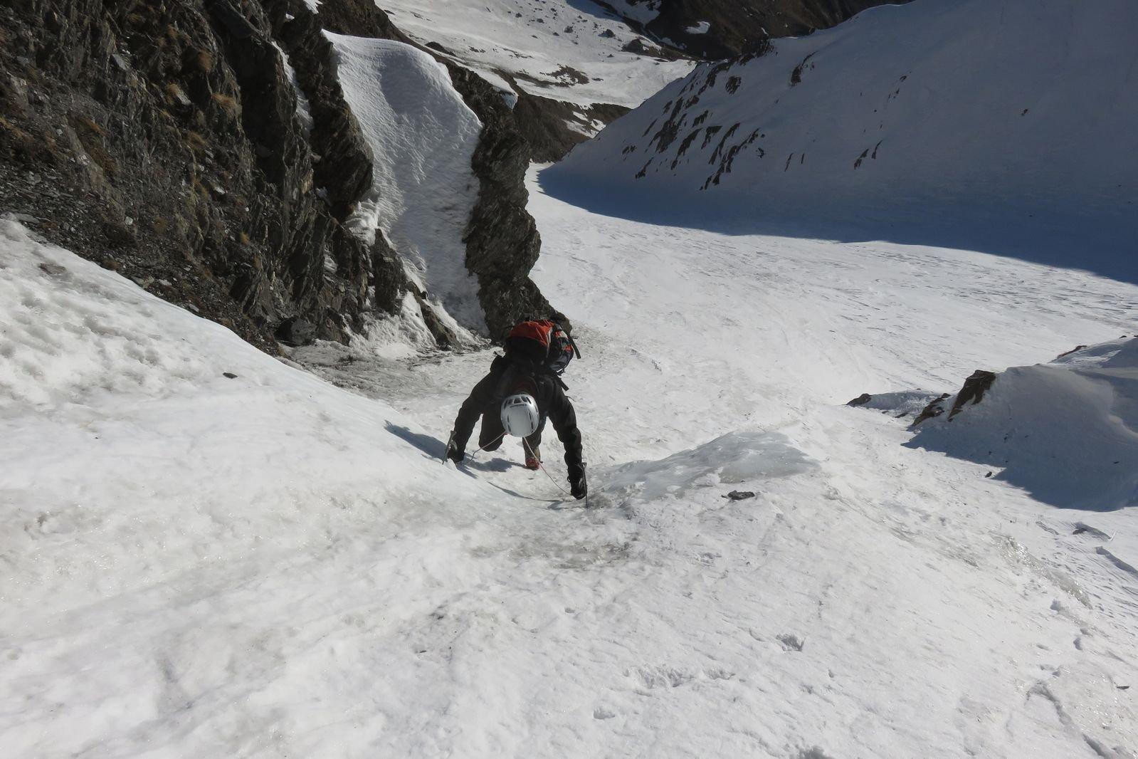 primo salto in ghiaccio al bivio con il canalone principale