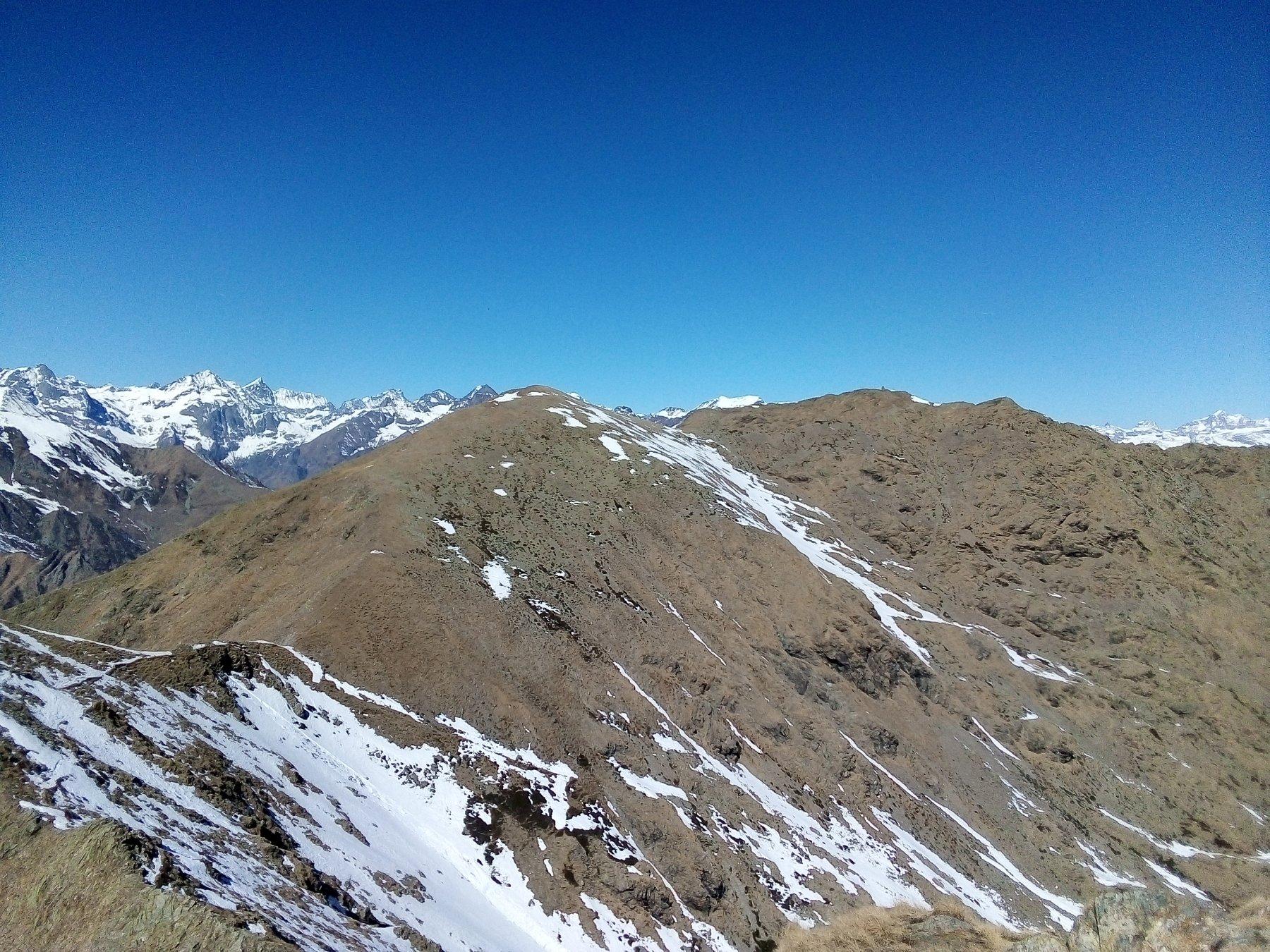 Guardando dalla cima verso la Punta Imperatoria (a dx nella foto).