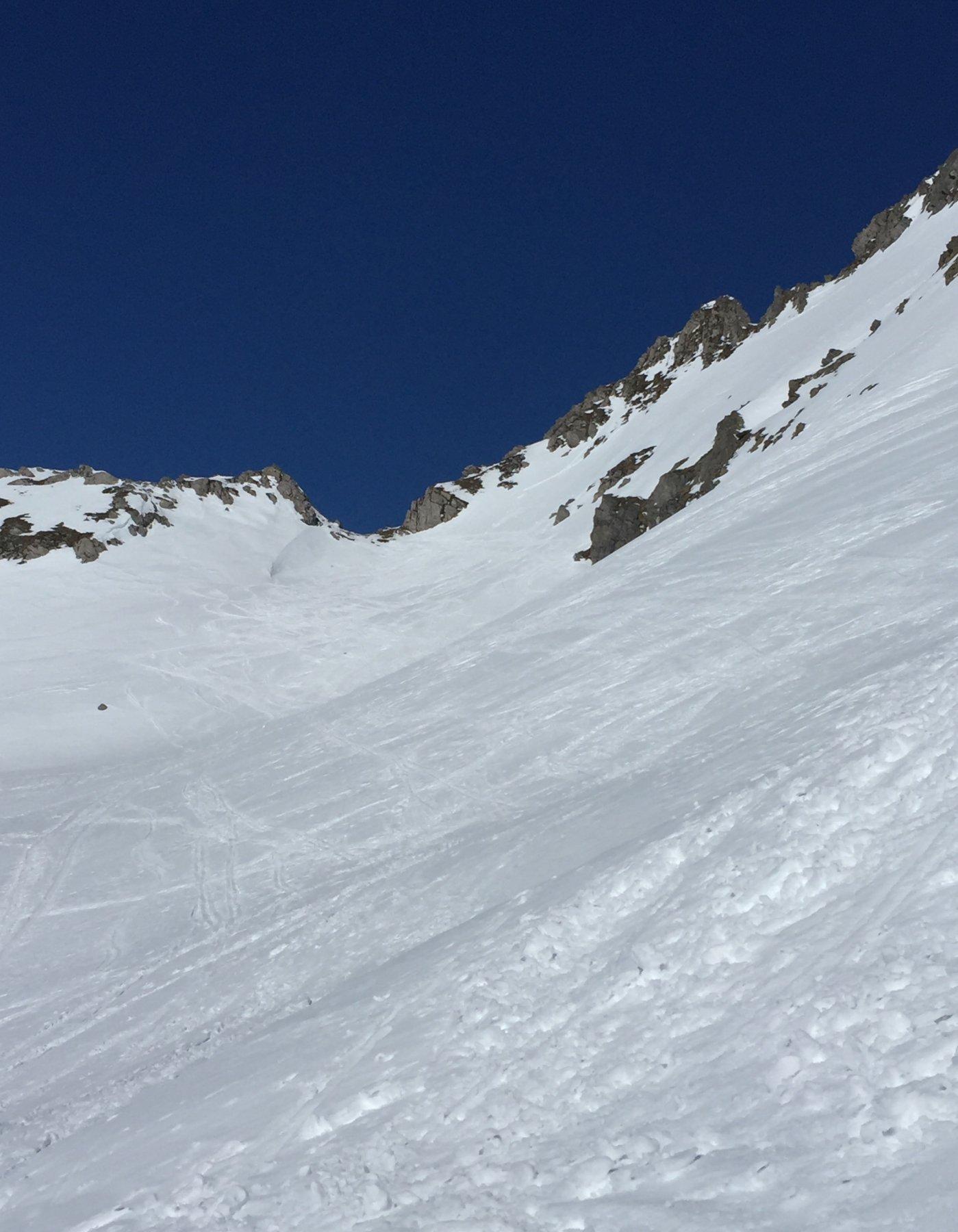 Il colle dietro alla capanna, da valicare per discendere sul ghiacciaio di Valleggia