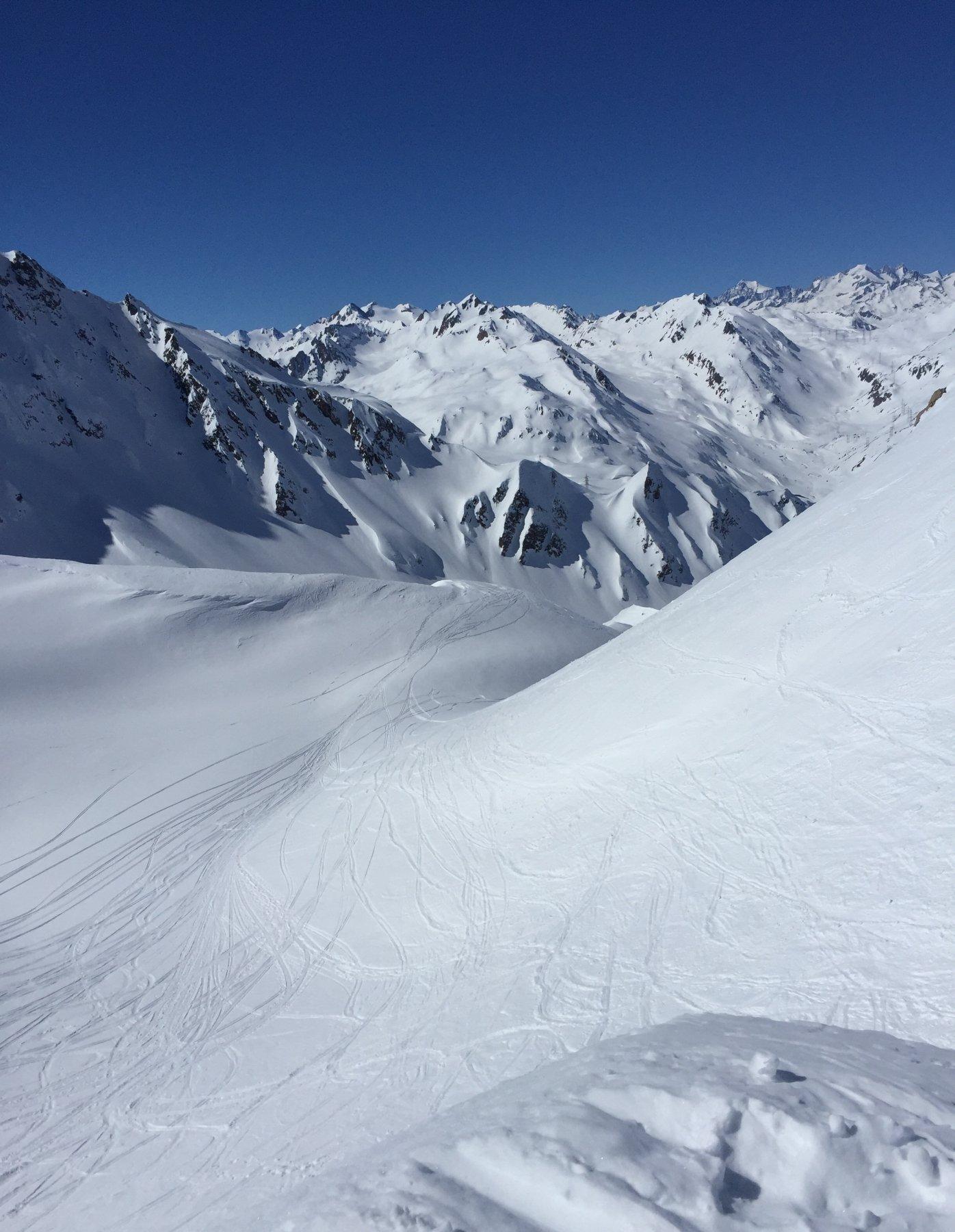 La discesa di Val Piana, importante dopo il primo tratto ripido tenersi a sinistra