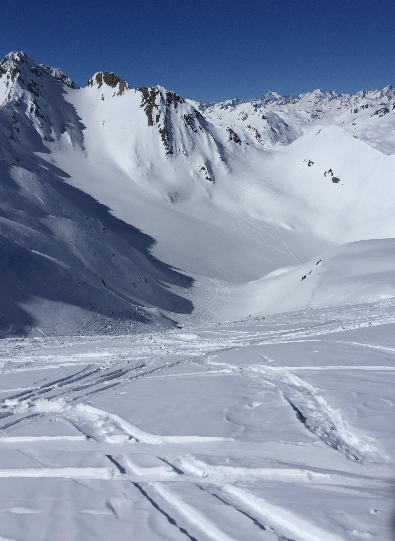 Qui sotto il ghiacciaio e laggiù il colle diel poncione di val piana verso cui dirigersi