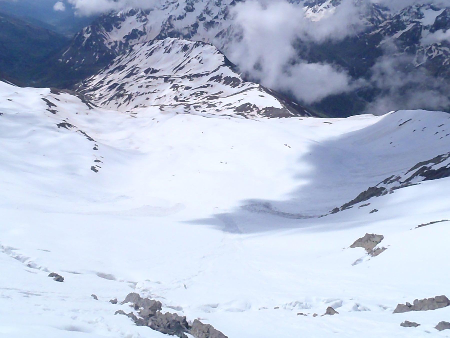 Vista sulla discesa dal colletto quota 3050 m. il 5 giugno 2016