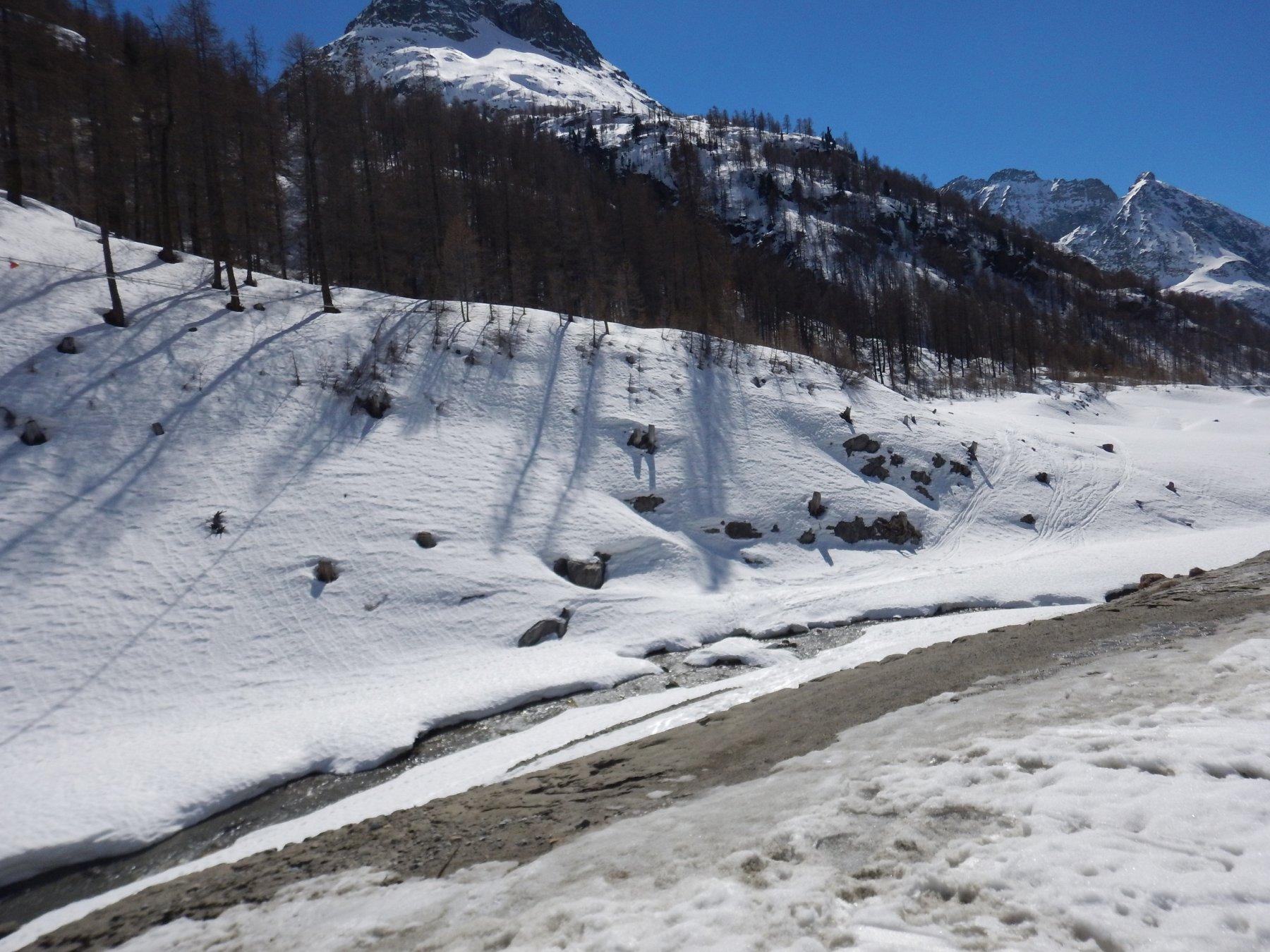 ponte di neve che permette di accorciare il percorso