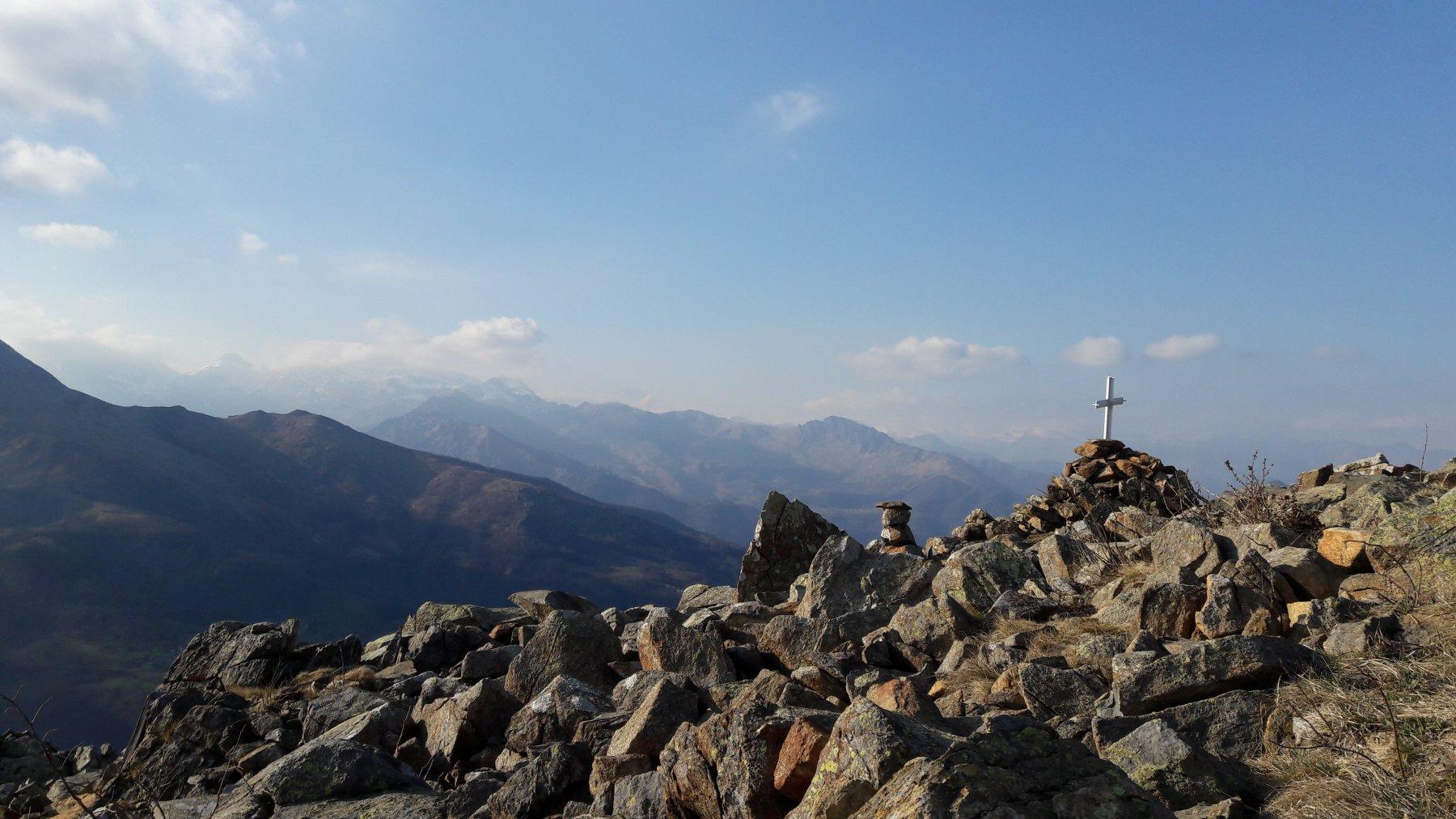 Panorama verso l'inizio della val di Viù, al centro la Rpcca Moross
