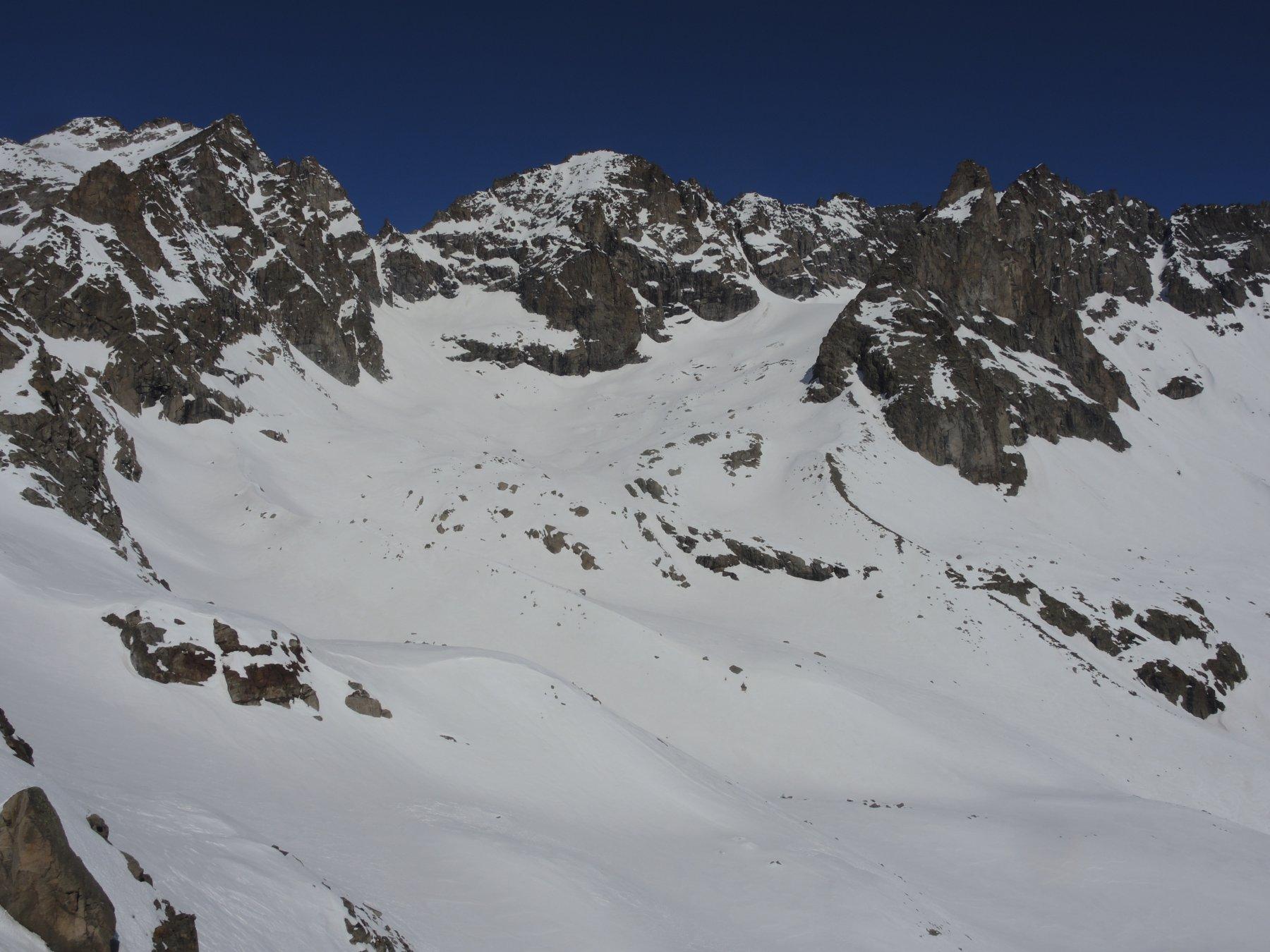 vista sul ghiacciaietto di roccia viva: Becca di Gay a sinistra