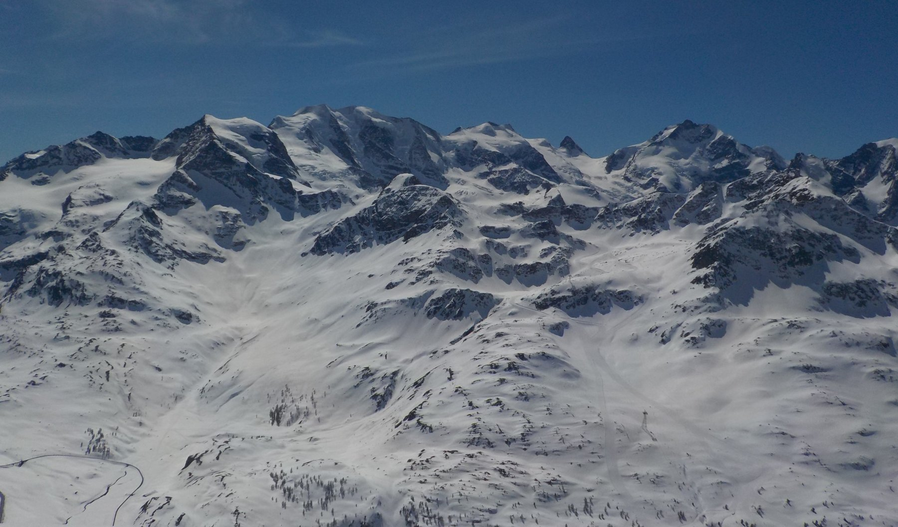 Dalla cima del Piz Alv il gruppo del Bernina