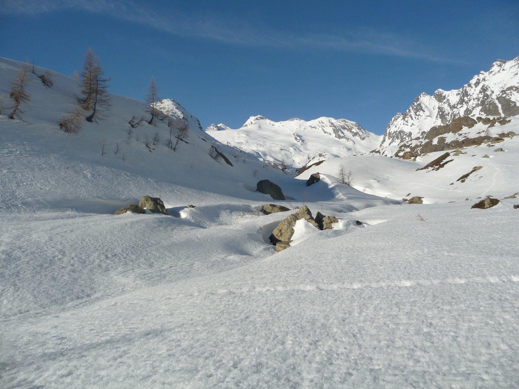 Inizia la neve con la meta sullo sfondo