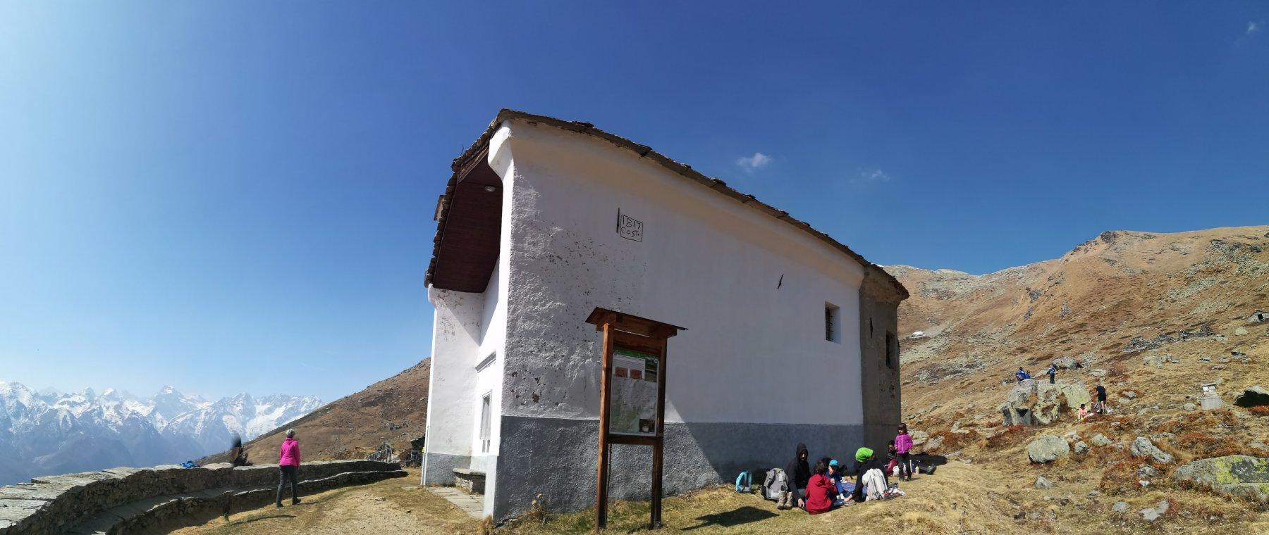 chiesetta e panorama