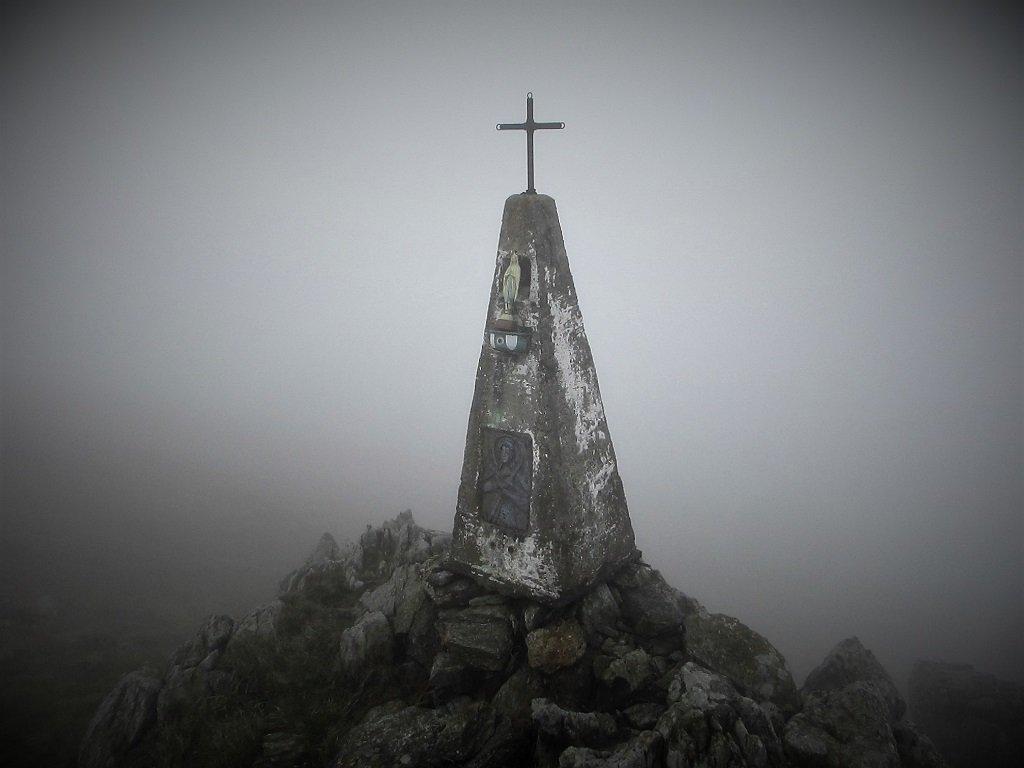 Nella nebbia sul monte Poggio
