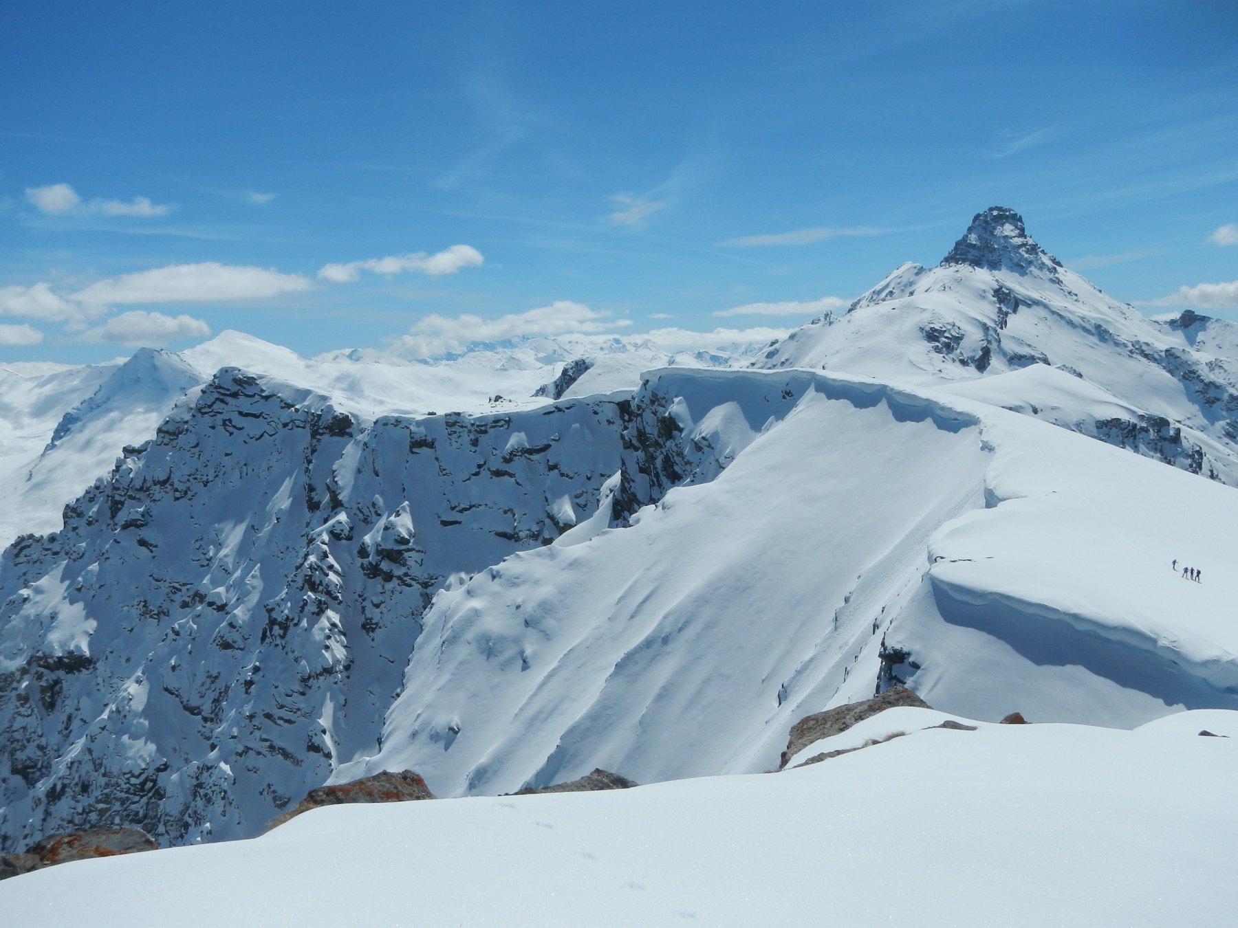 gran vista su Turge de la Suffie e il Pic de Rochebrune