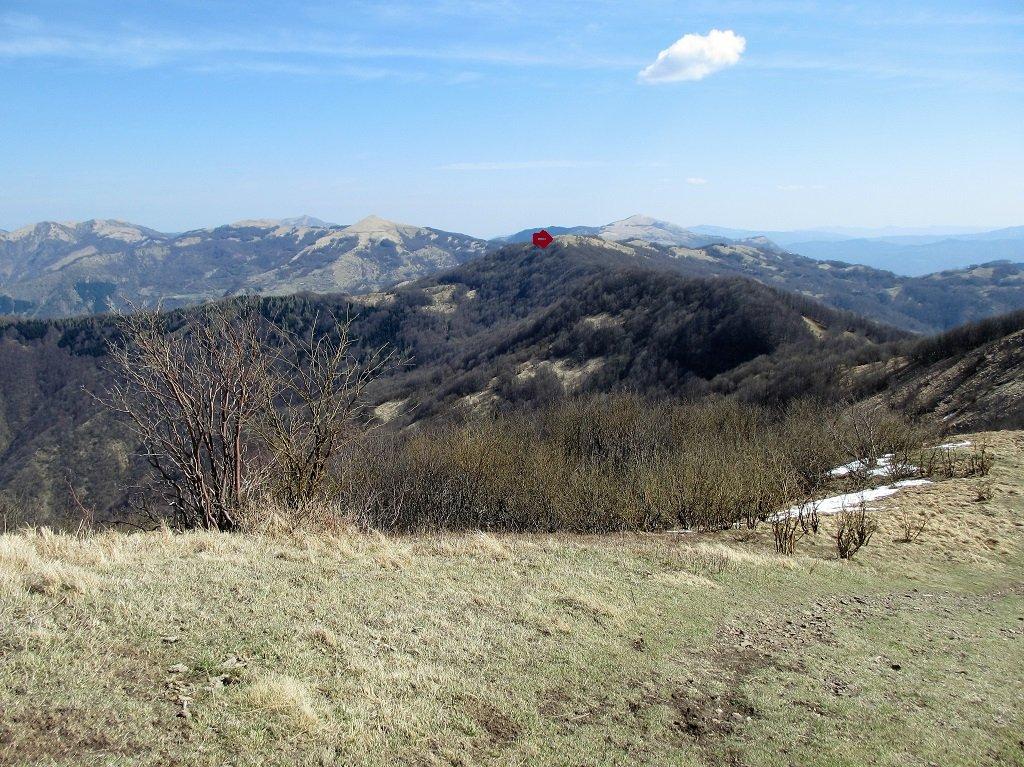 Monte delle Tre Croci e dietro Lesima,Carmo,Alfeo