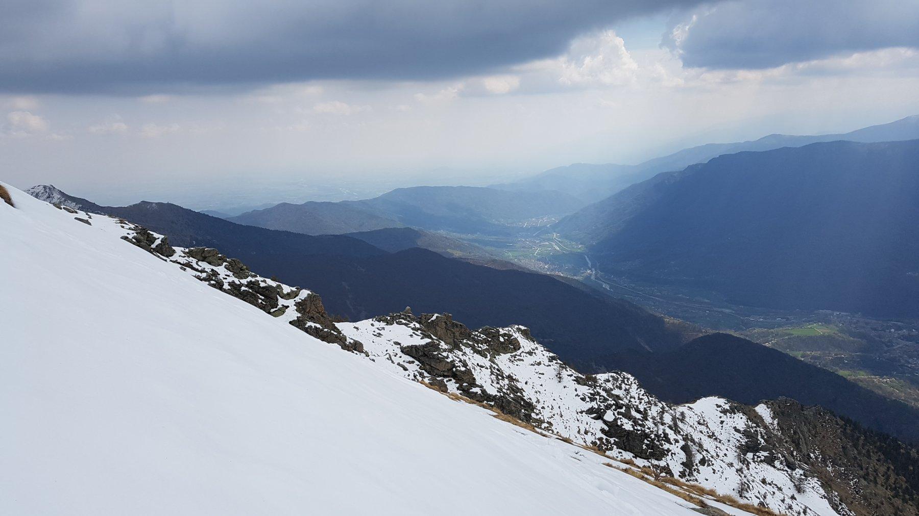 Vista dal crinale a quota 2100 verso la bassa Val Chisone