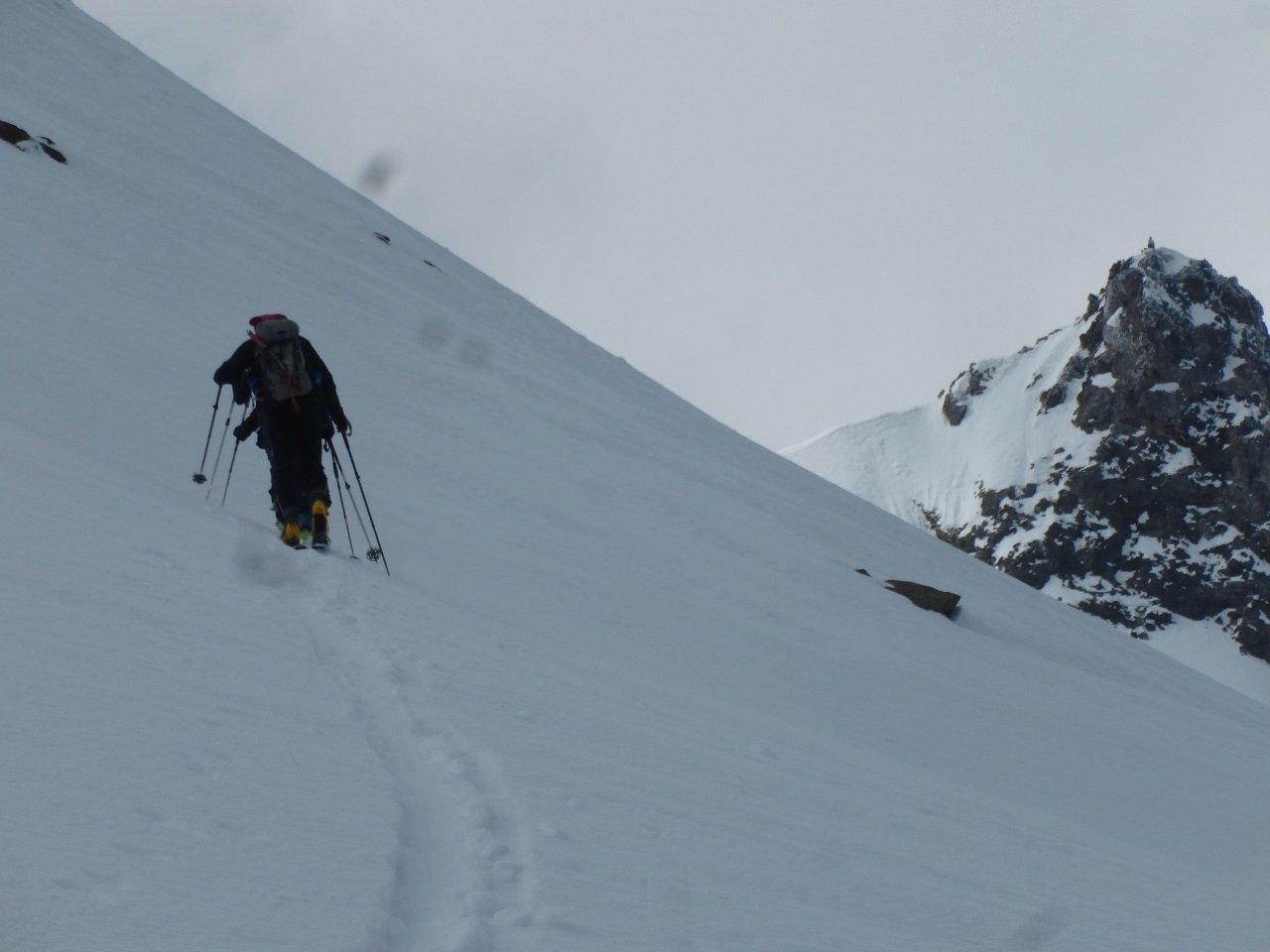 Il traverso a dex della cima con la Montagnetta sullo sfondo
