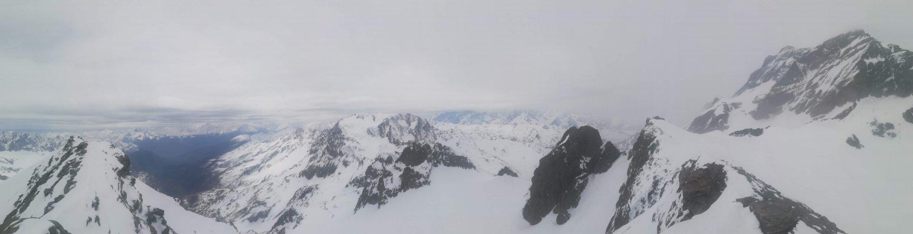 Dalla vetta, panoramica sul fondo valle, Mont Velan, Le Sonadon e Gran Combin