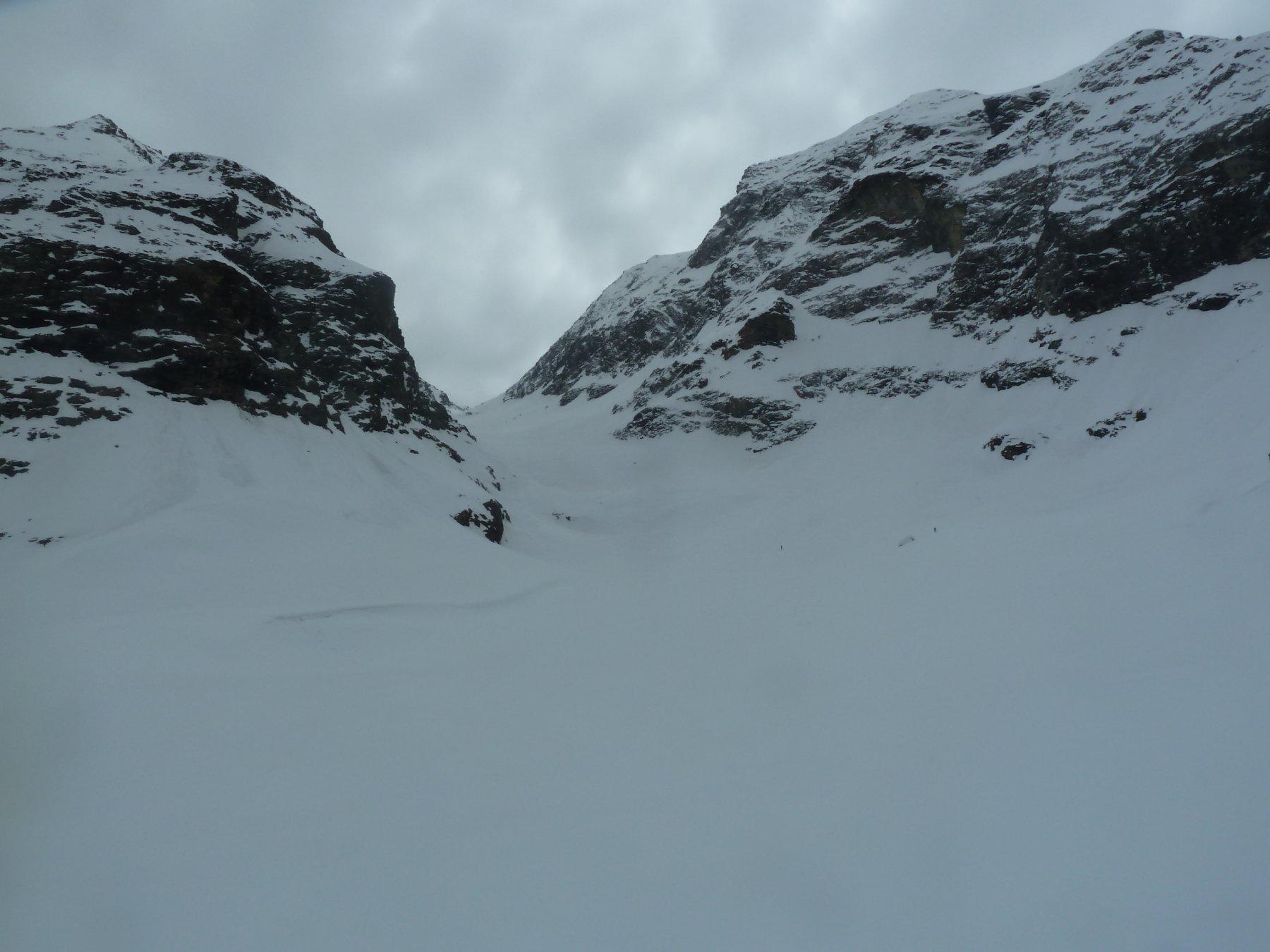Vallone di discesa dal Colle di Bella Tsa su versante Valpelline