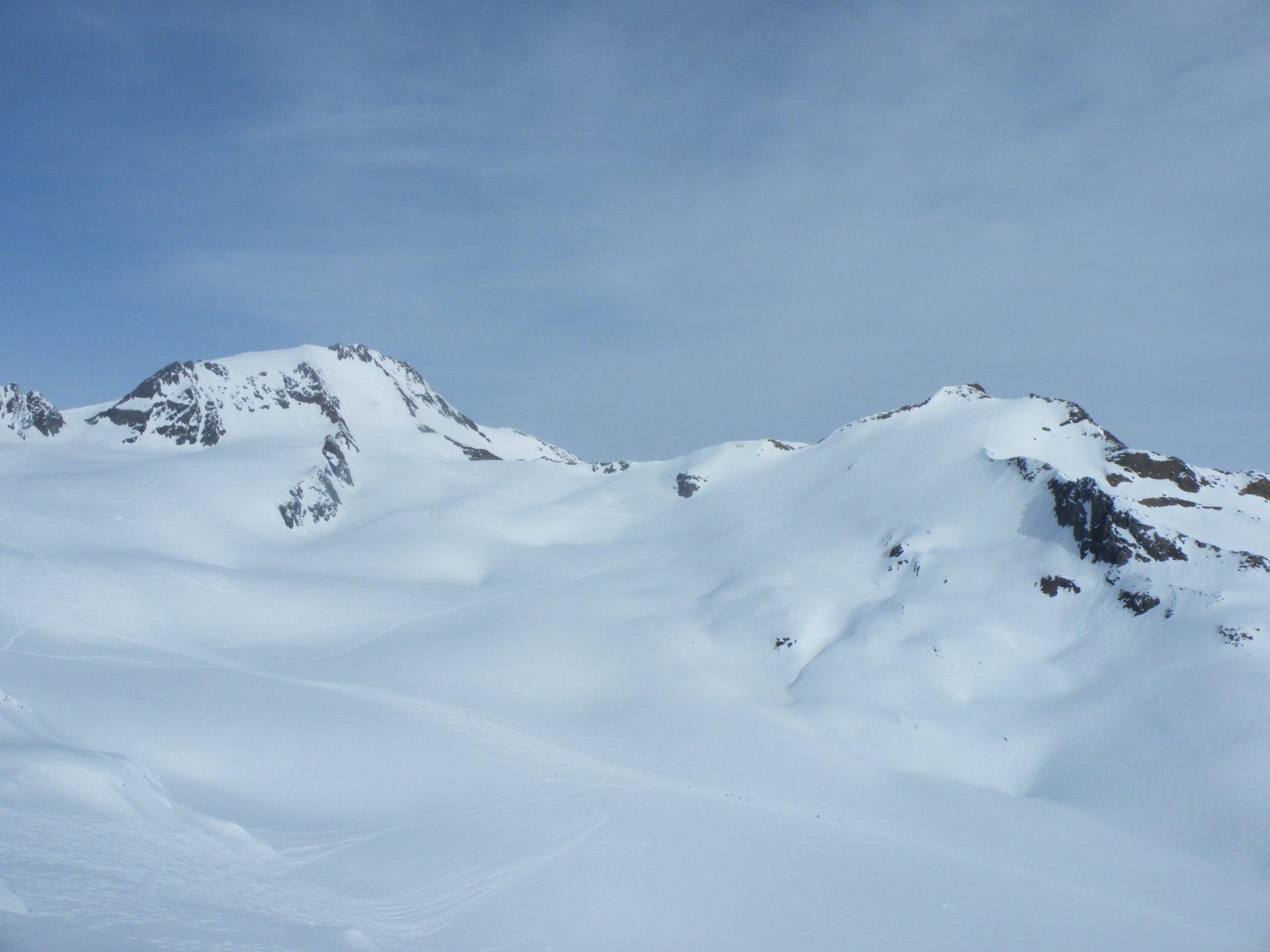 Il Palla Bianca a sinistra e La cima di Vallelunga a destra