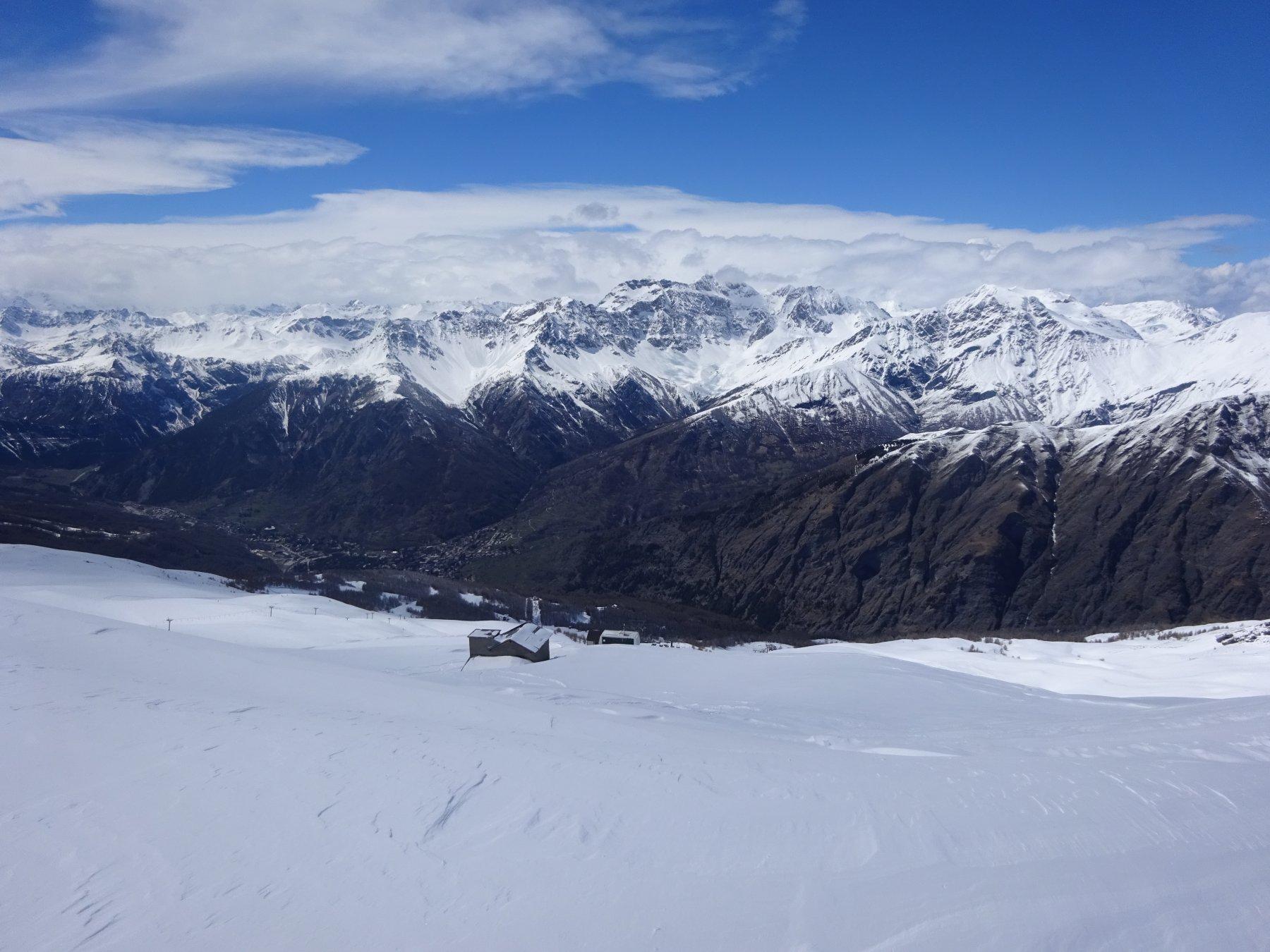 uno sguardo verso Bardonecchia dalla cima dello Jafferau