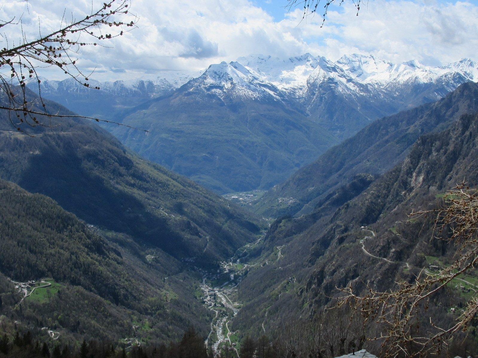Panorama sul fondovalle dall'Alpe Pre'