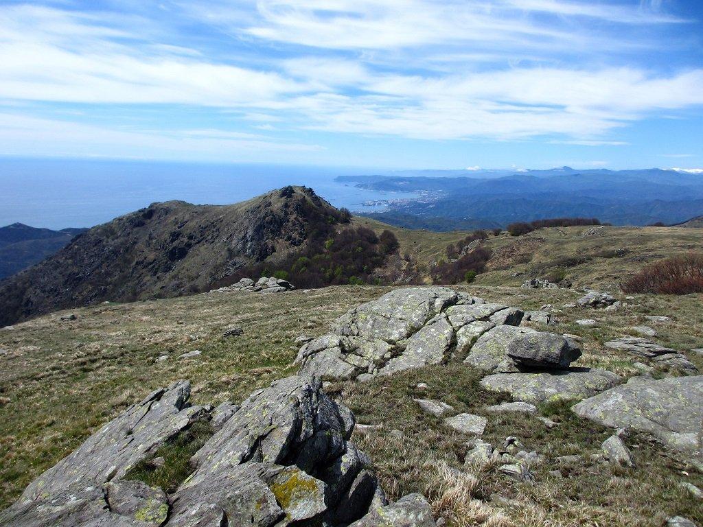 Da cima Frattin in basso il monte Sciguelo