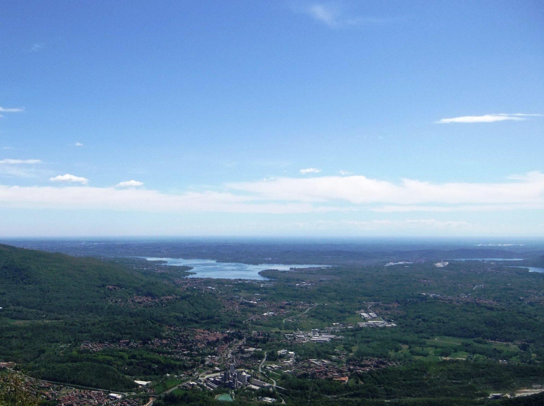 Dalla cima verso il Lago di Varese