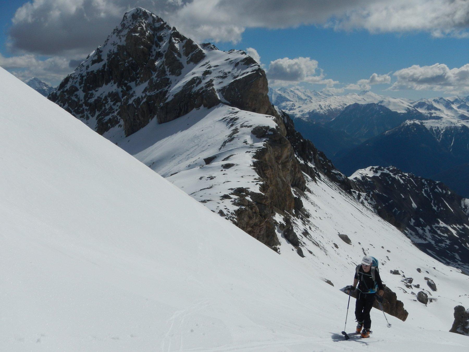i contrafforti rocciosi del Rocher Bouchard 2906 m.