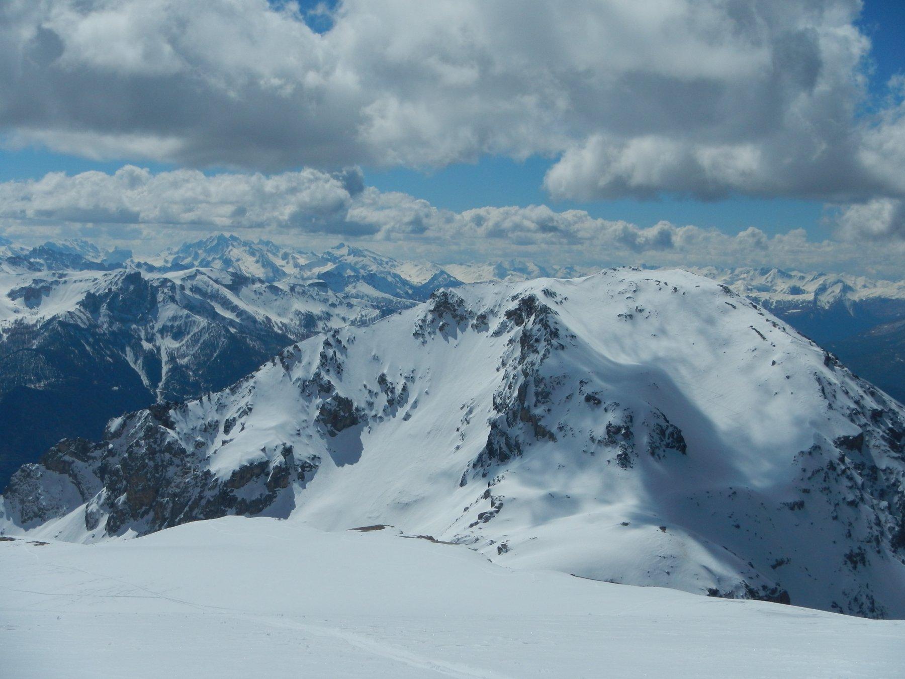 dalla cima bella vista sulla Tete des Lausières 2928 m.