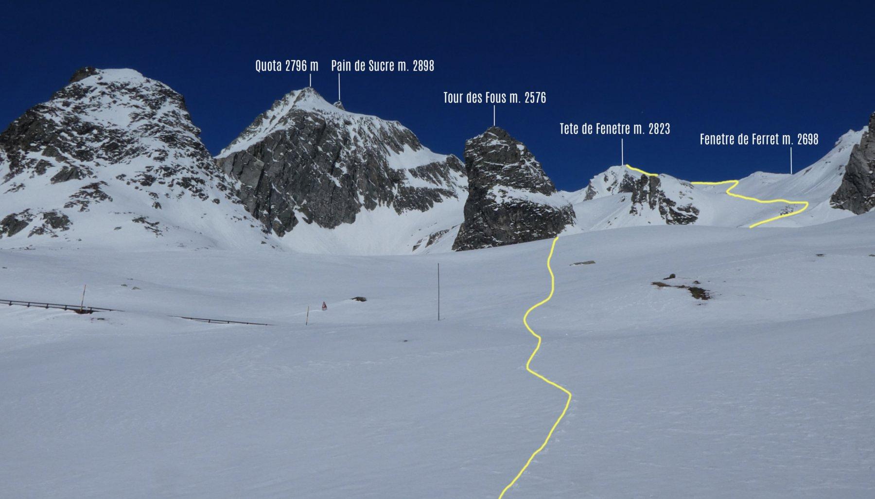 itinerario di salita osservato dai pressi della Casa Cantoniera di quota 2213 m