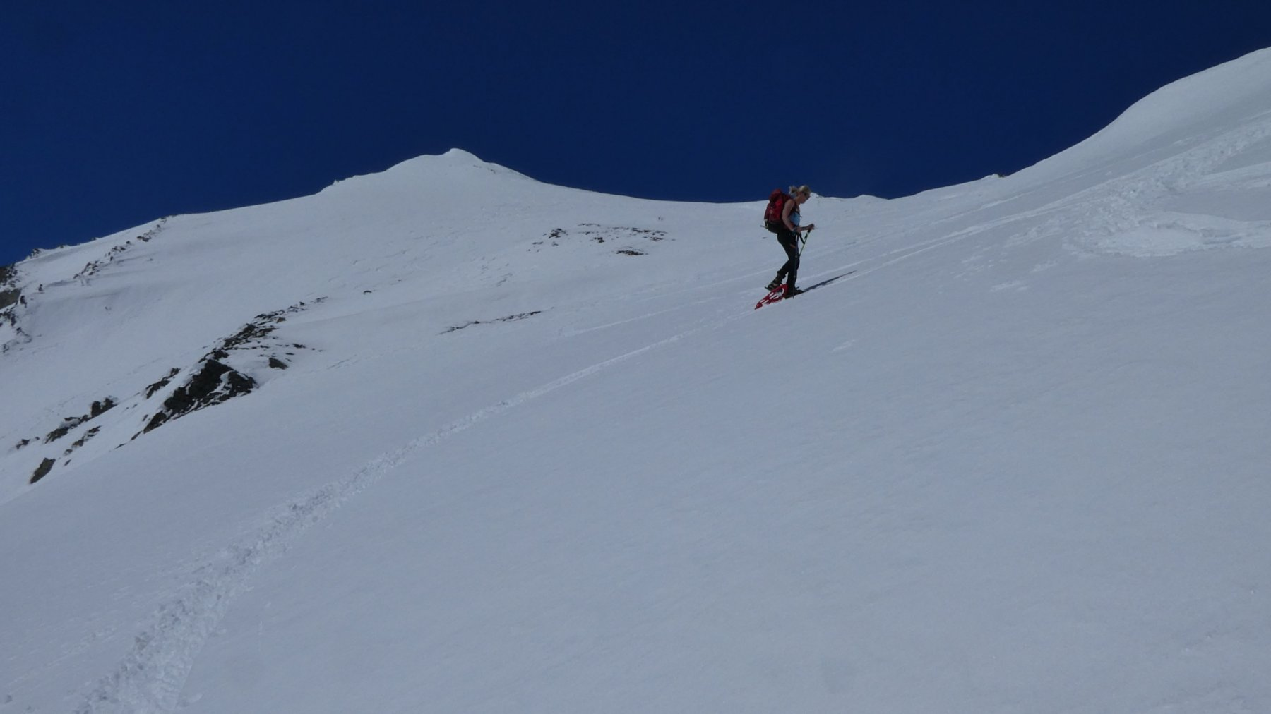 Laura in azione sui pendii del versante SE della Tete de Fenetre