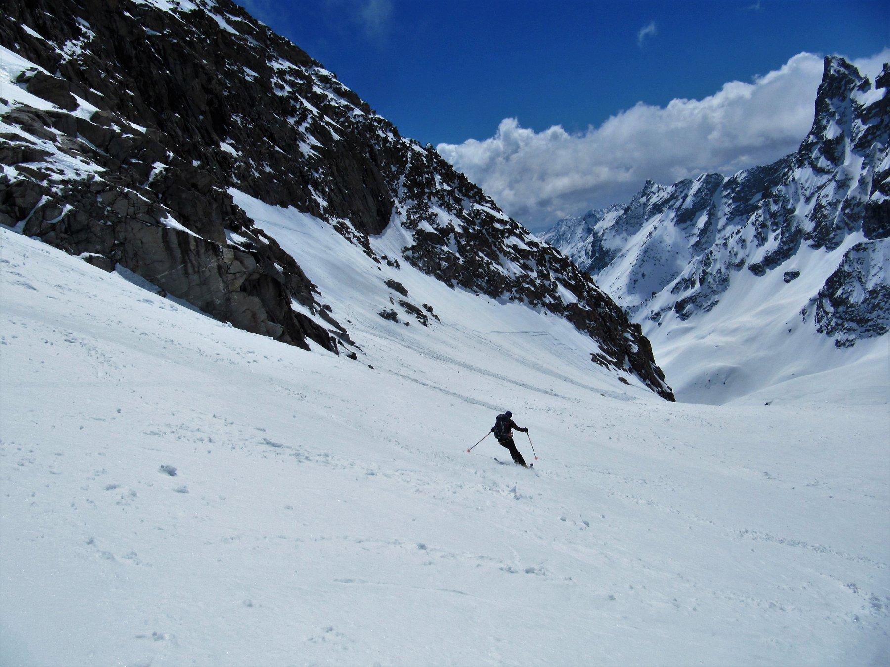 Discesa sul ghiacciaio sotto lo sguardo del Becco