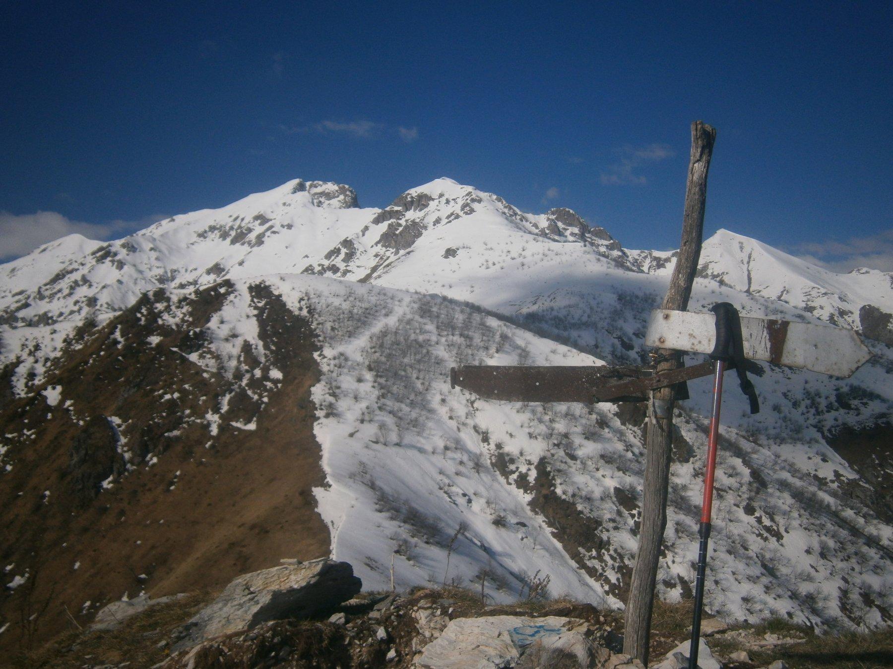 Rocca d'Orel e m. Bussaia dalla cima