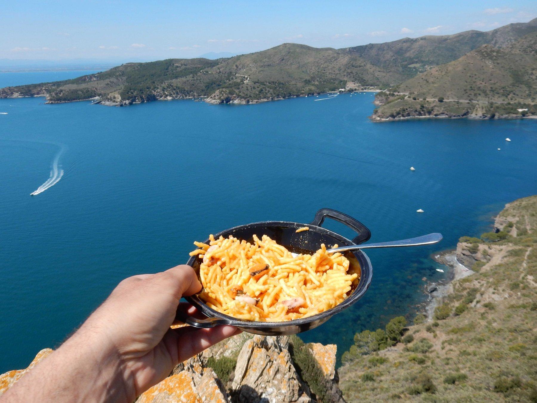 Sosta pranzo con vista mare dalla Torre de Cap de Norfeu 171mt.