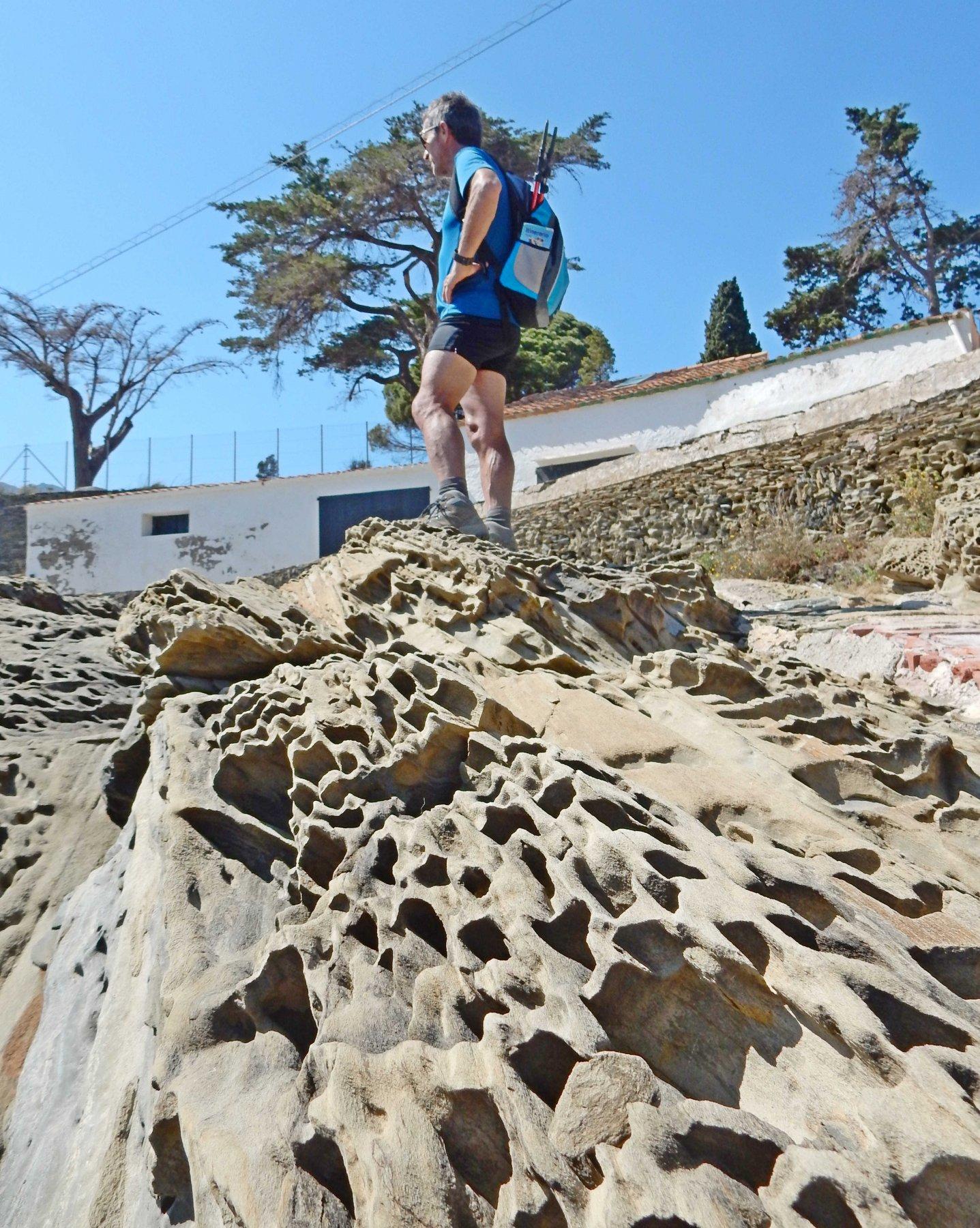 Rocce tafonate a Punta de sa Conca.