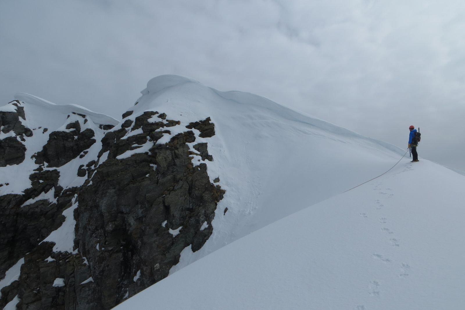 all'uscita in cresta cornici patagoniche incombono sul prosieguo verso la vetta :-o