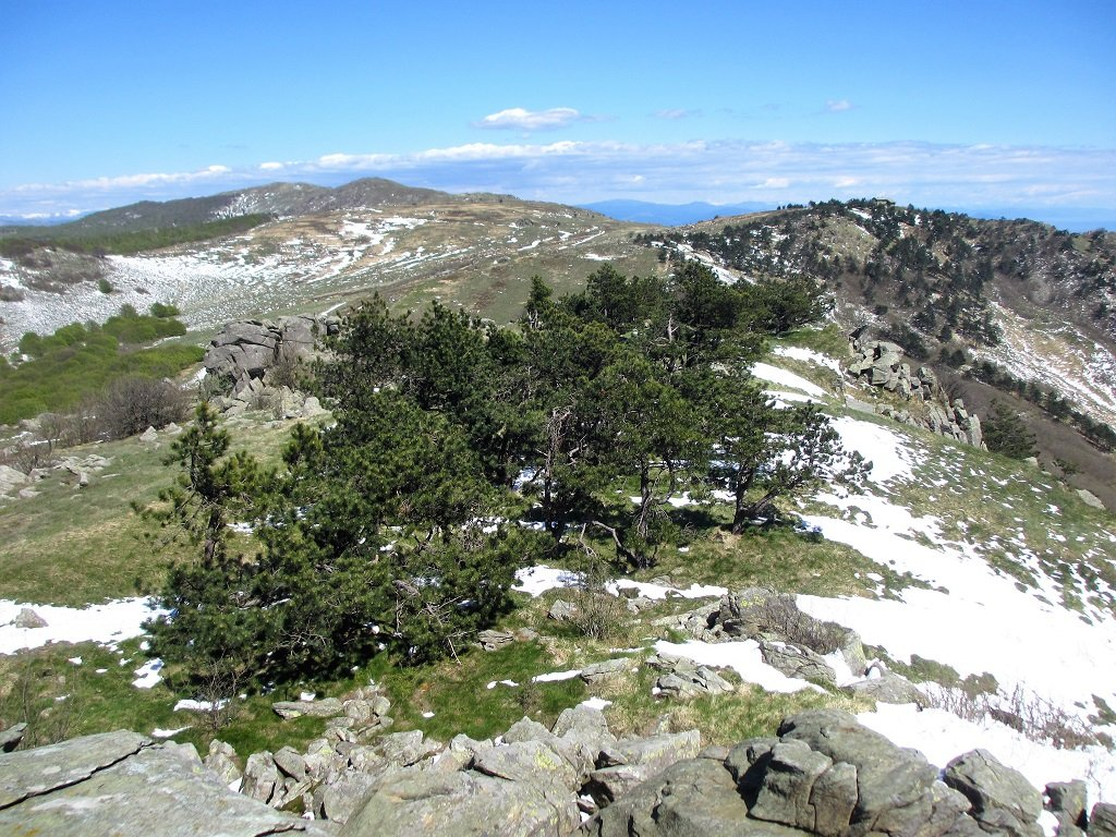 Dalla cima Giassetti la lunga dorsale che arriva al Faiallo