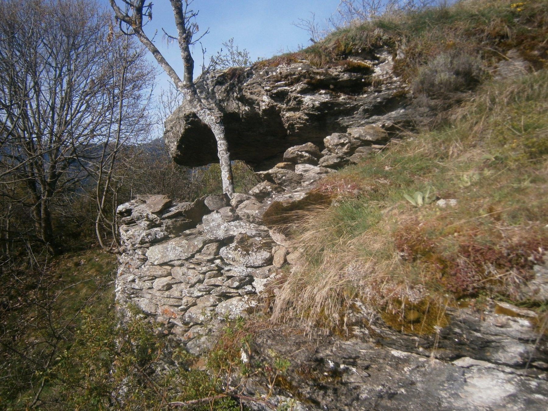 Riparo sotto roccia prima di san Martino
