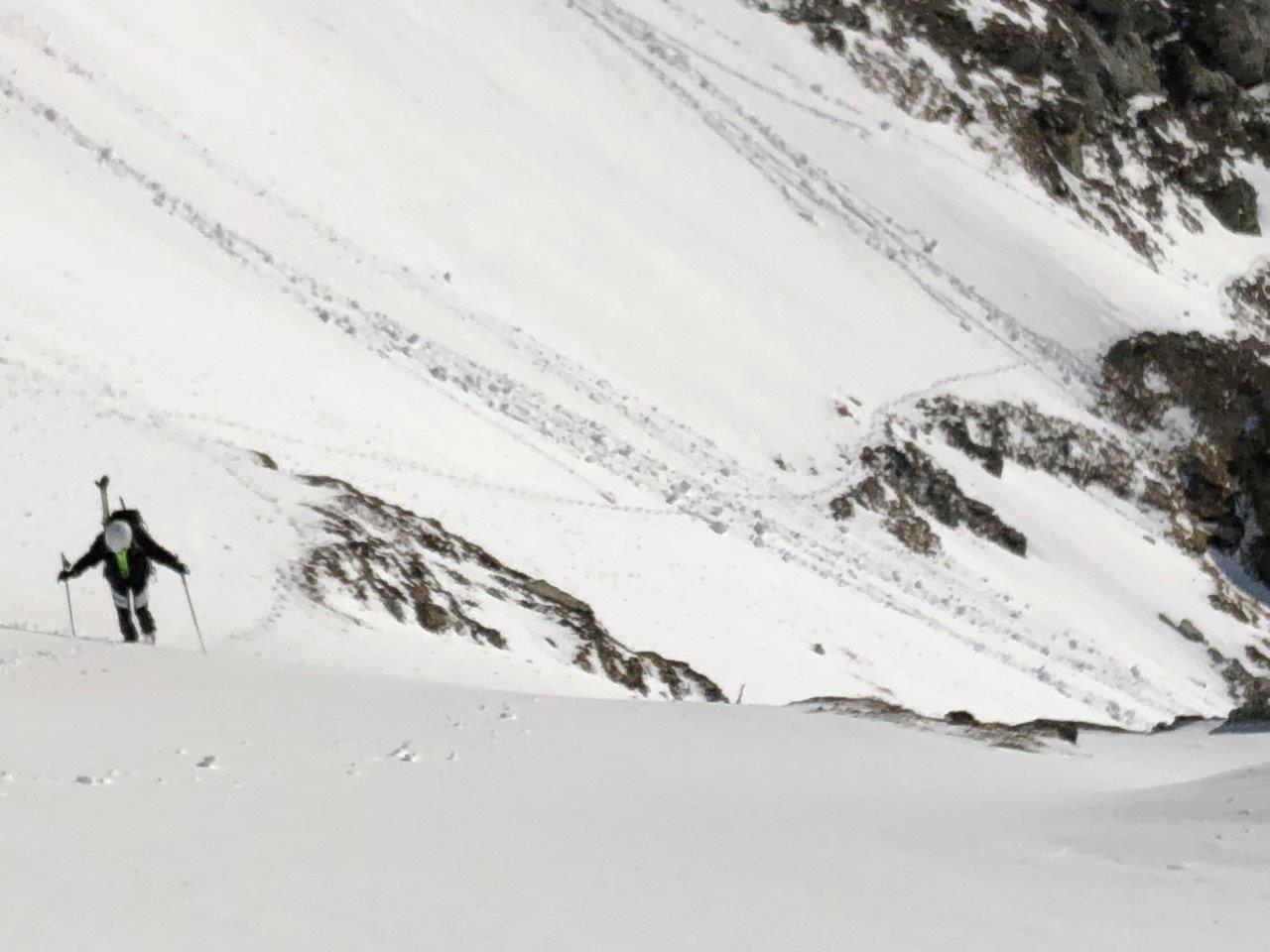 al traverso di q. 2300 (fatto con i ramponi in salita e con gli sci in discesa)