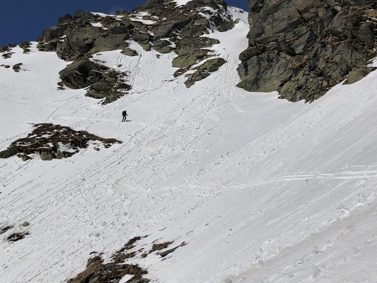 traverso di q. 2300 in discesa con gli sci
