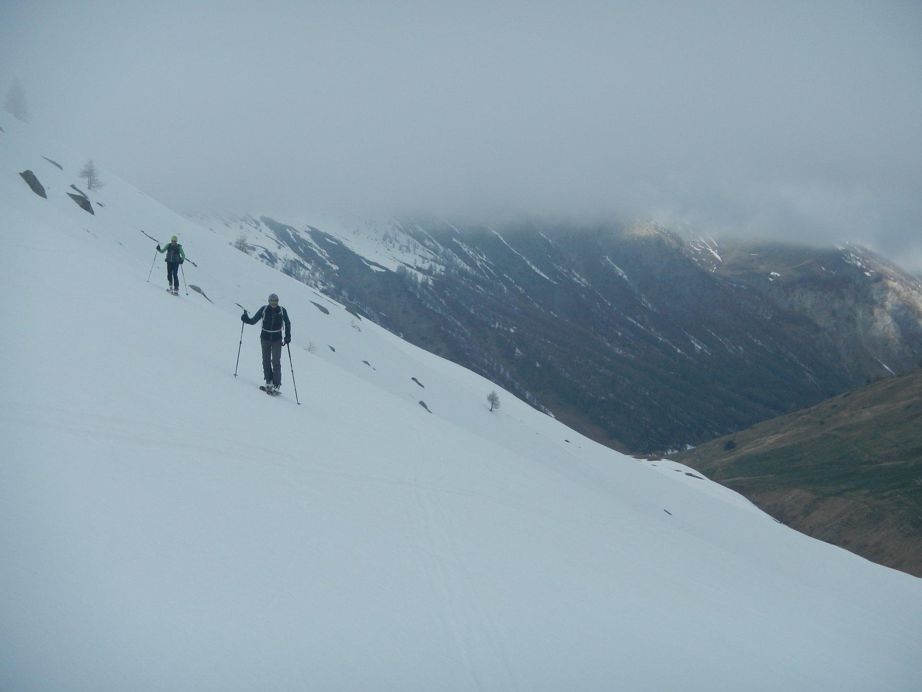 inizio del percorso tra nebbie e nuvole basse