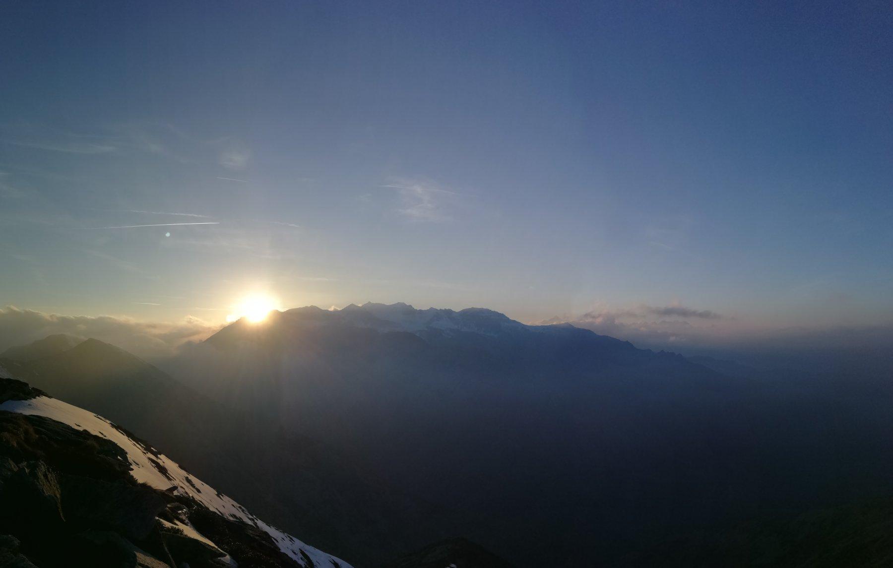 h. 20.33, tramonto dietro ai monti del Gruppo dell'Orsiera